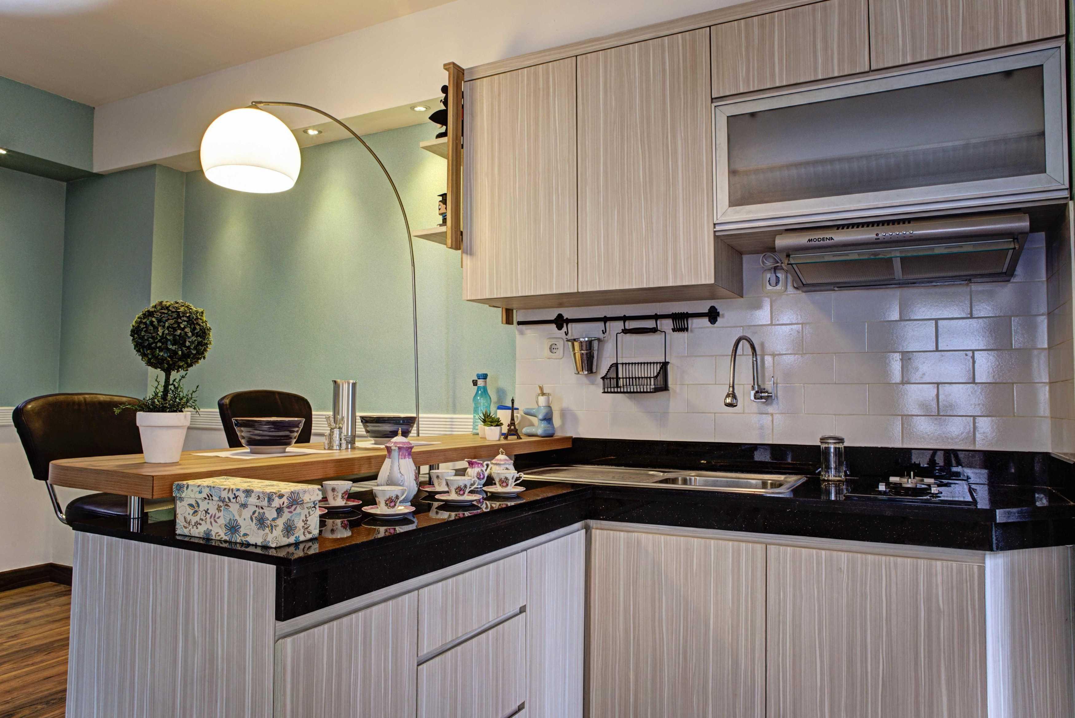 Total Renov Green Bay 3 Bed Room Interior Jl. Pluit Karang Ayu Barat No.b1, Rt.20/rw.2, Pluit, Penjaringan, Kota Jkt Utara, Daerah Khusus Ibukota Jakarta 14450, Indonesia Jl. Pluit Karang Ayu Barat No.b1, Rt.20/rw.2, Pluit, Penjaringan, Kota Jkt Utara, Daerah Khusus Ibukota Jakarta 14450, Indonesia Total-Renov-Green-Bay-3-Bed-Room-Interior Minimalist <P>Kitchen Set Area</p> 61156