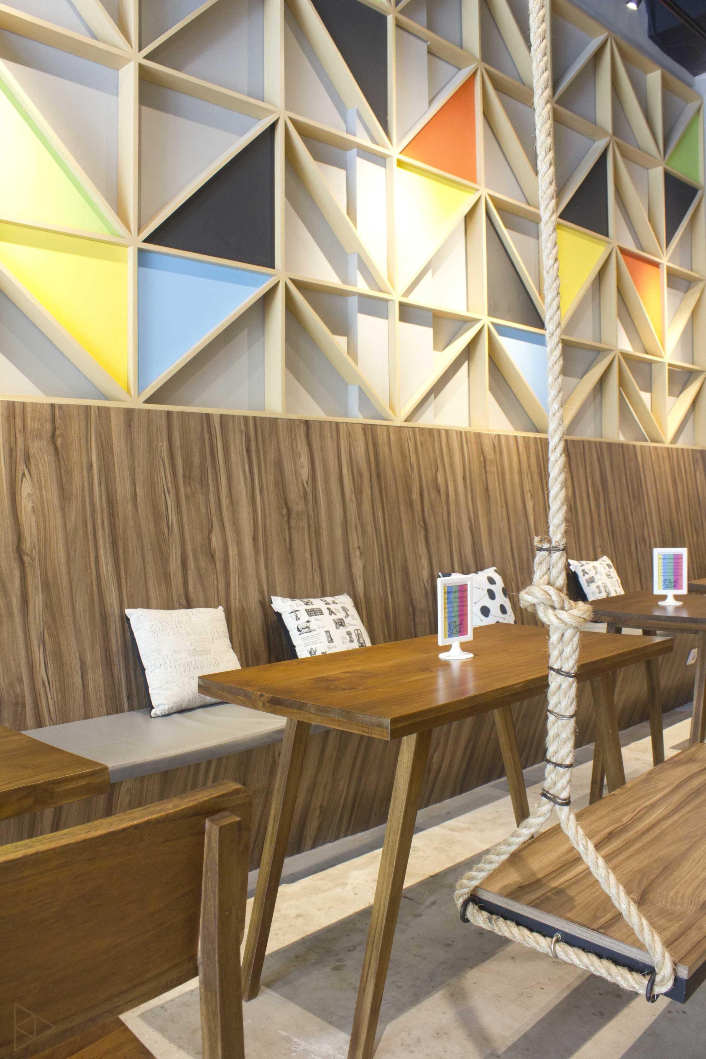 Ties Design & Build 90'S Flazback Cafe Klp. Indah, Kec. Tangerang, Kota Tangerang, Banten, Indonesia Klp. Indah, Kec. Tangerang, Kota Tangerang, Banten, Indonesia Eating Area   68650
