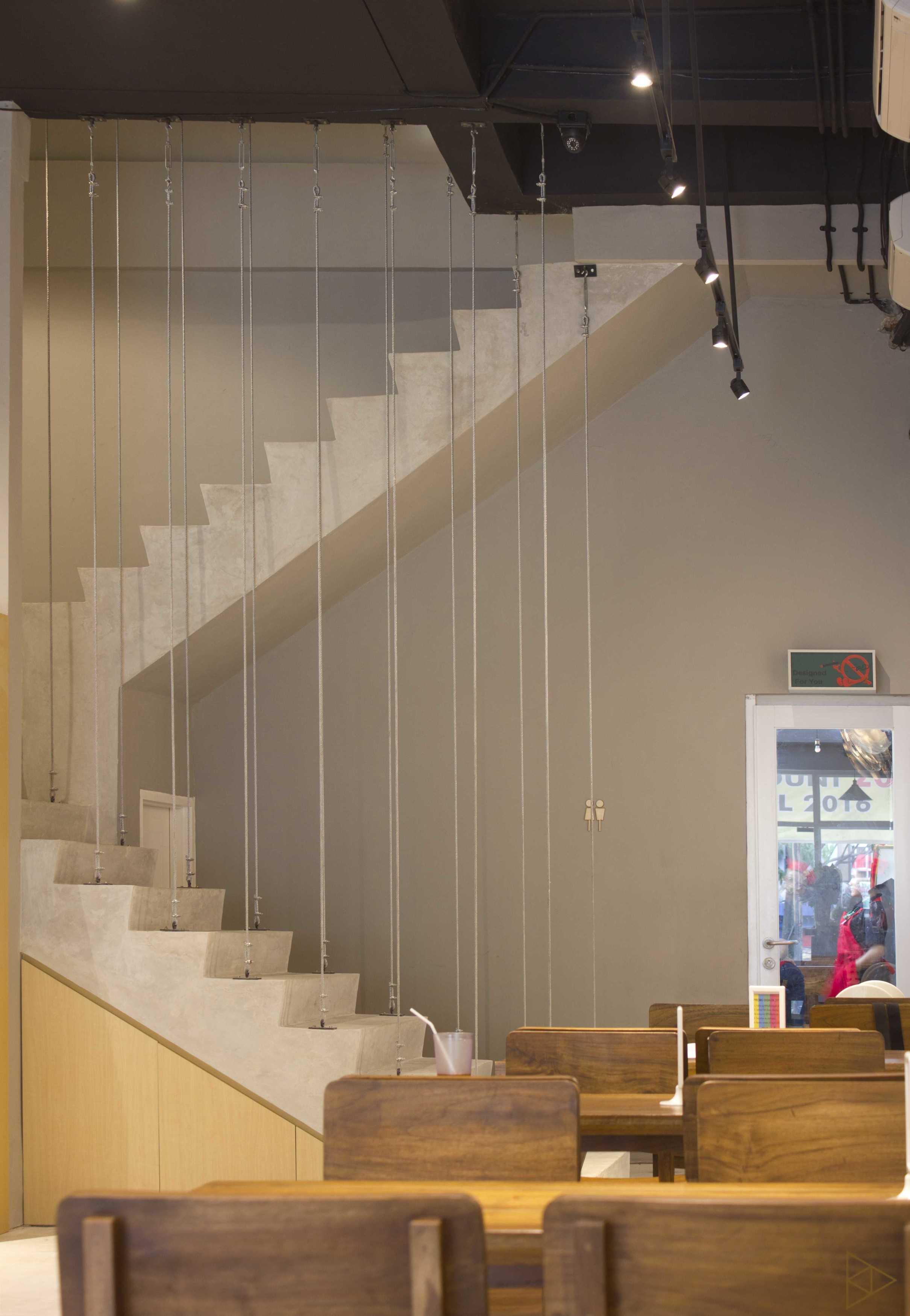 Ties Design & Build 90'S Flazback Cafe Klp. Indah, Kec. Tangerang, Kota Tangerang, Banten, Indonesia Klp. Indah, Kec. Tangerang, Kota Tangerang, Banten, Indonesia Stair - 1St Floor   68653