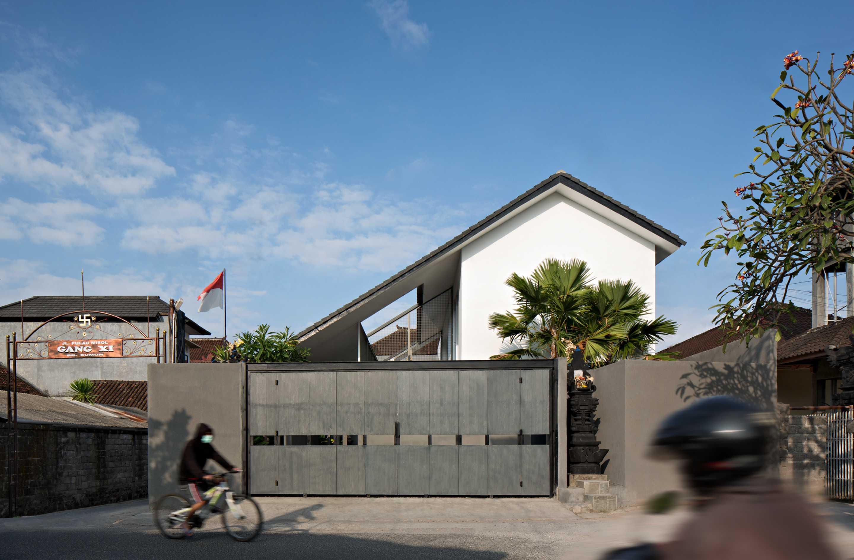 Somia Design Misol House Jl. Pulau Misol, Dauh Puri Kauh, Denpasar Bar., Kota Denpasar, Bali 80113, Indonesia Jl. Pulau Misol, Dauh Puri Kauh, Denpasar Bar., Kota Denpasar, Bali 80113, Indonesia Somia-Design-Misol-House   60036