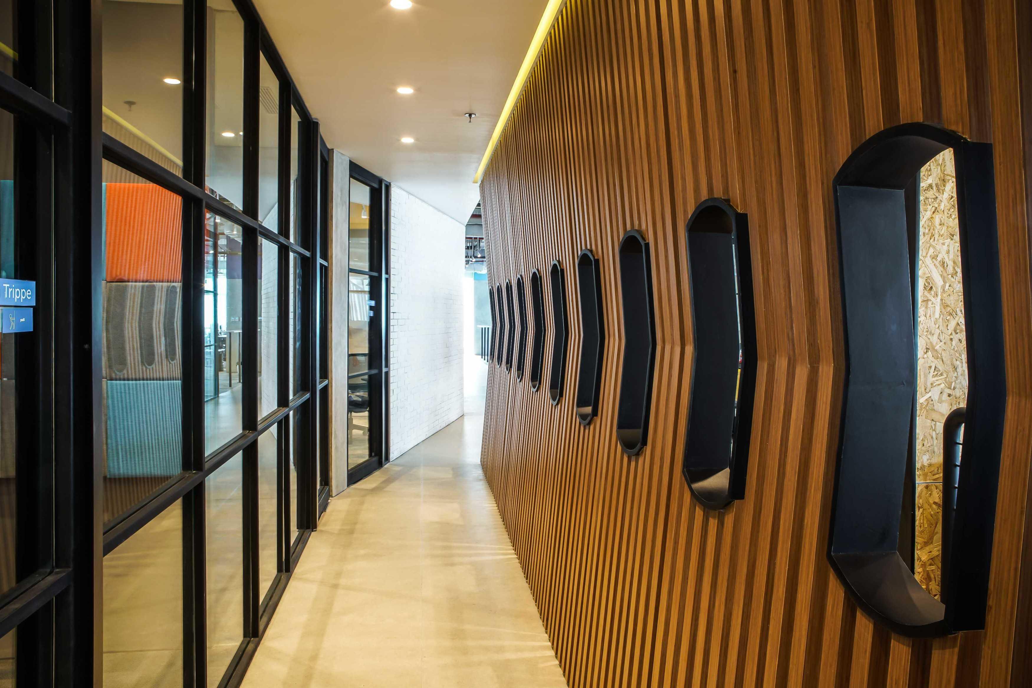 Design Intervention Tech Company Floor 19 Jakarta, Daerah Khusus Ibukota Jakarta, Indonesia Jakarta, Daerah Khusus Ibukota Jakarta, Indonesia Design-Intervention-Traveloka-19Th-Floor   71019