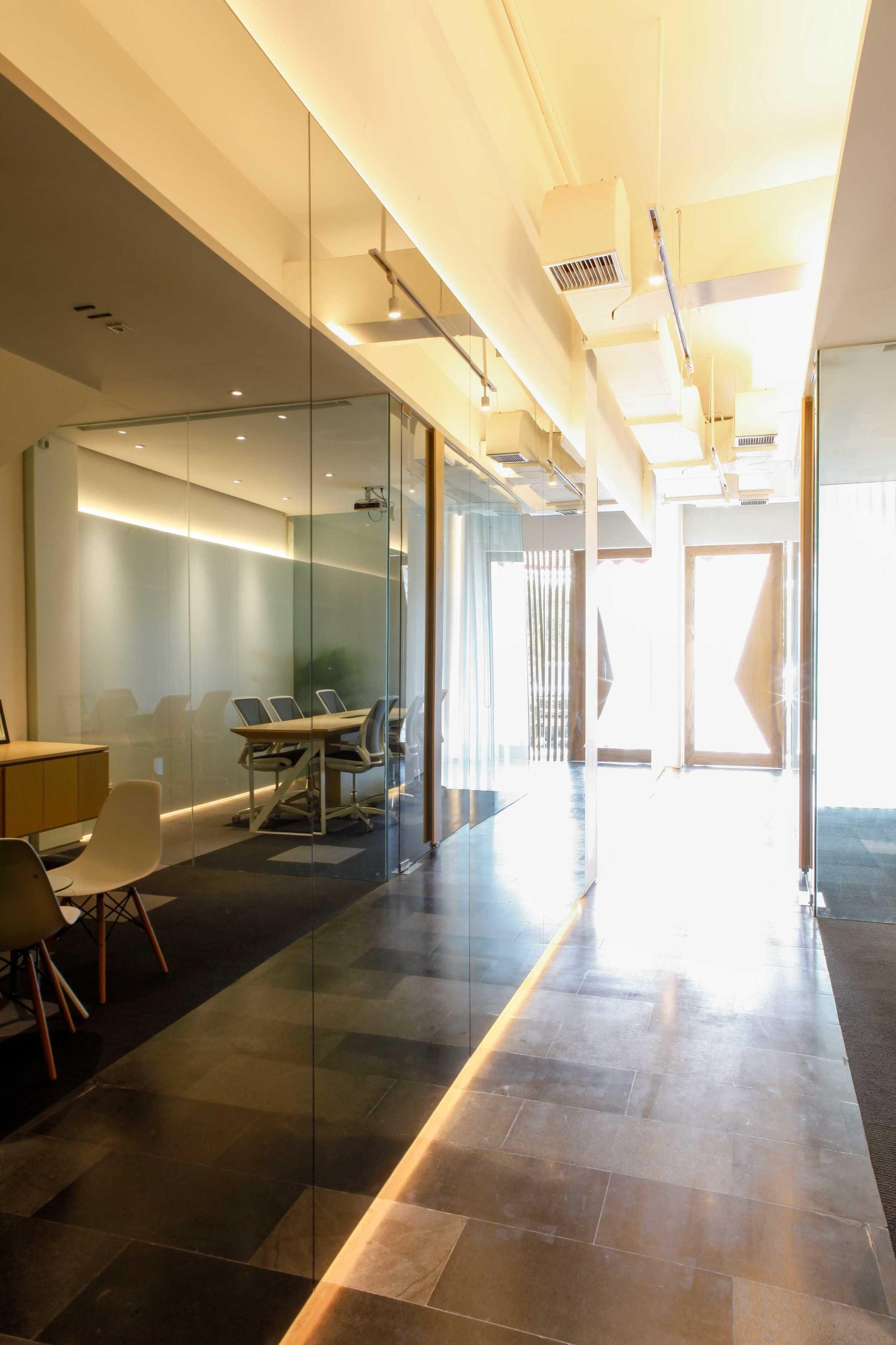 Design Intervention Simland Office Jakarta, Daerah Khusus Ibukota Jakarta, Indonesia Jakarta, Daerah Khusus Ibukota Jakarta, Indonesia Design-Intervention-Simland-Office   71056