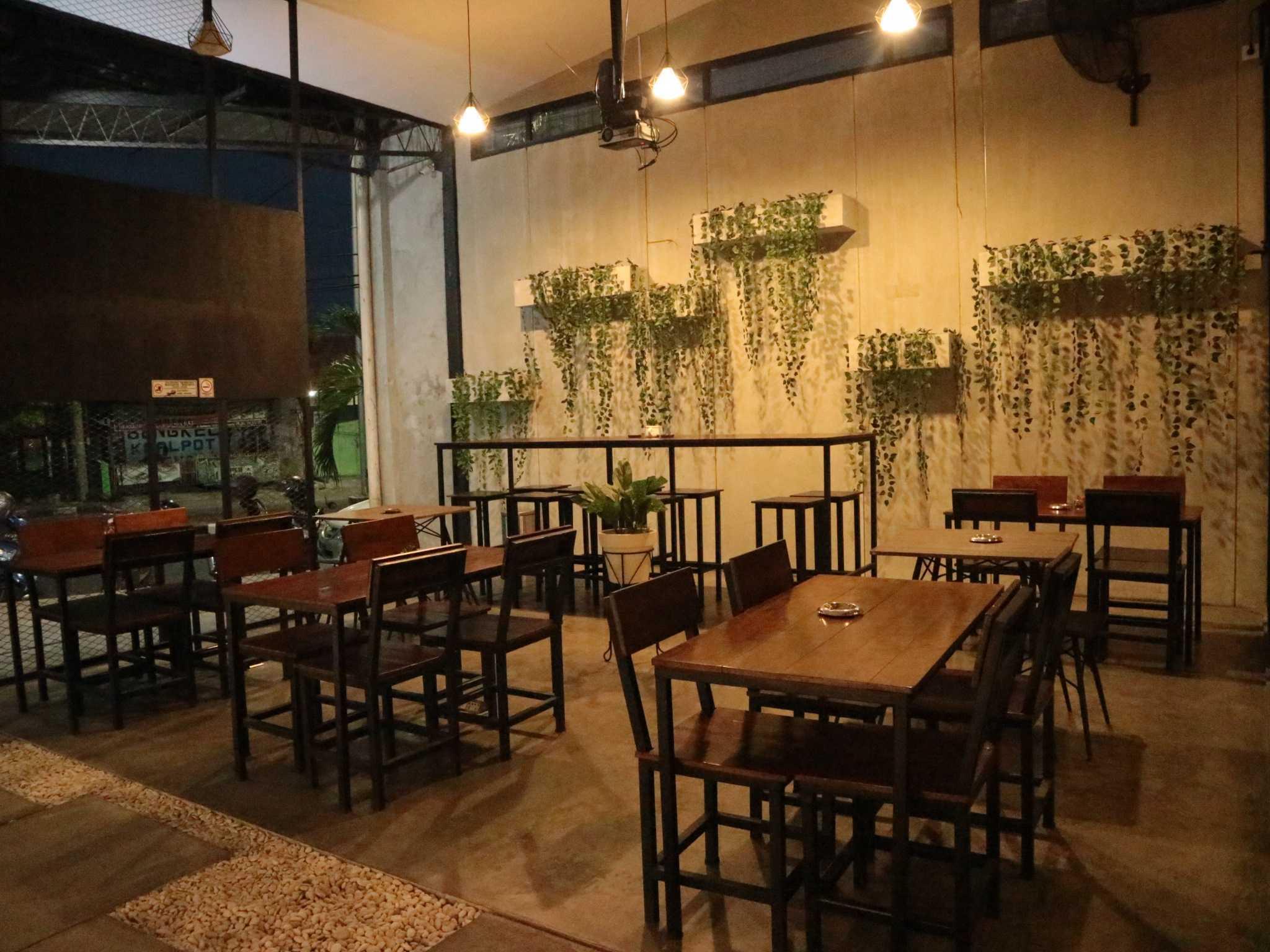 Fau Architects Athaya Coffee Pedurungan, Kota Semarang, Jawa Tengah, Indonesia Pedurungan, Kota Semarang, Jawa Tengah, Indonesia Outdoor Athaya Coffee (Smoking Area) Industrial  63395