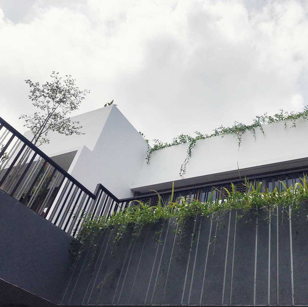 Jasa Desain Kamar Tidur Di Makassar: Photo Miv-architects-ar-muhammad-ikhsan-hamiru-iai