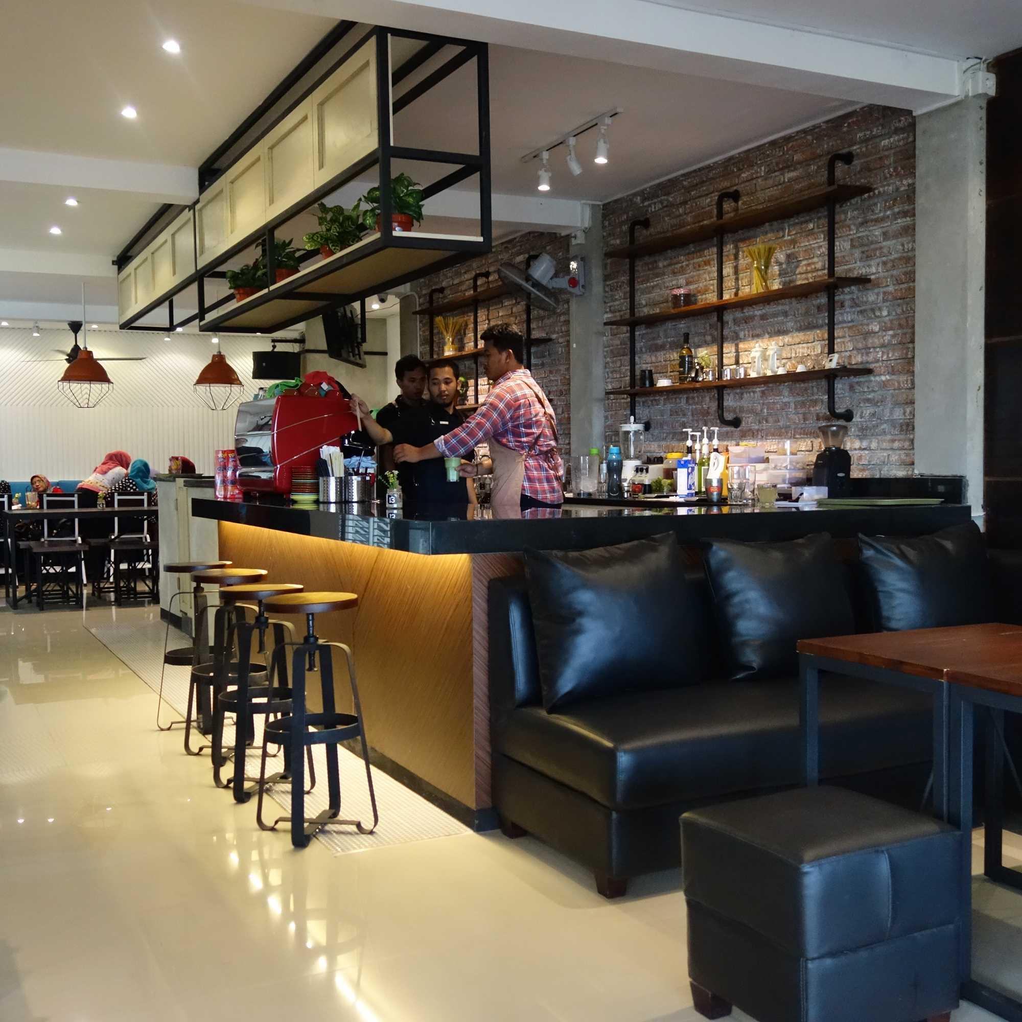 Aditya Wira Hardi Prague Coffee And Eatery Madiun, Kota Madiun, Jawa Timur, Indonesia Madiun, Kota Madiun, Jawa Timur, Indonesia Aditya-Wira-Hardi-Prague-Coffee-And-Eatery   65905