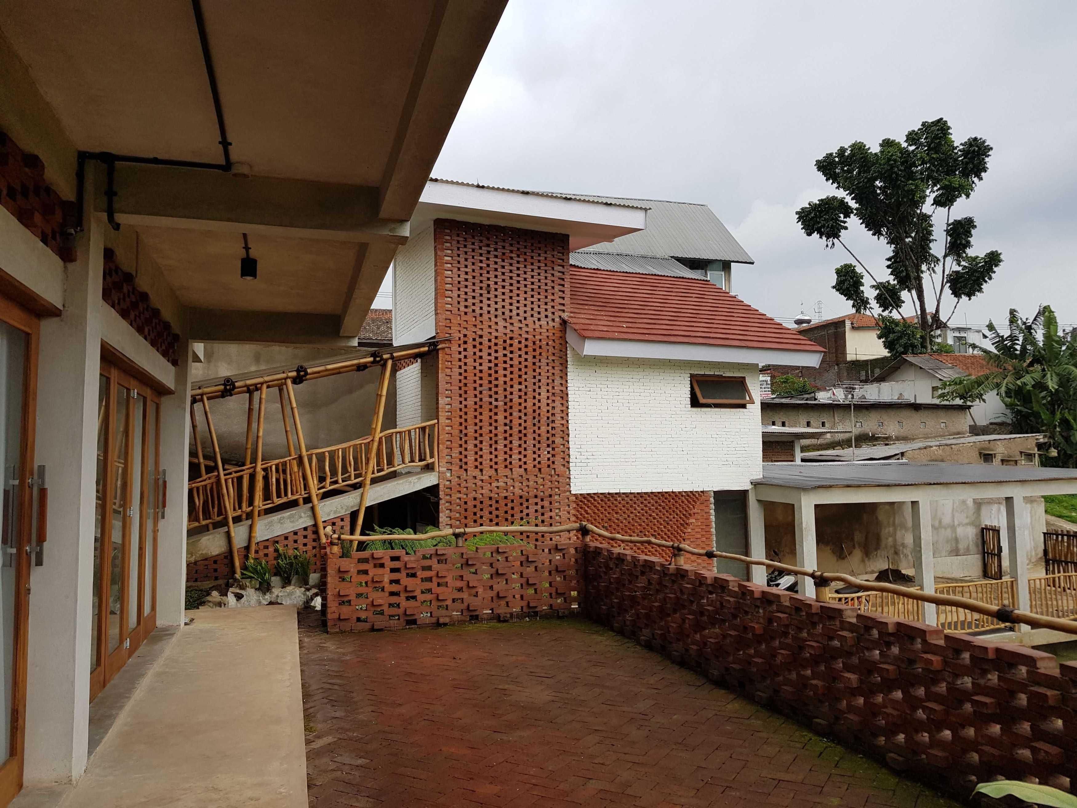 Junge Architekt Studio Imah Bata Villa, Bandung Indonesia Sindanglaya, Cimenyan, Bandung, Jawa Barat, Indonesia Sindanglaya, Cimenyan, Bandung, Jawa Barat, Indonesia Junge-Architekt-Studio-Imah-Bata-Villa-Bandung-Indonesia   67746