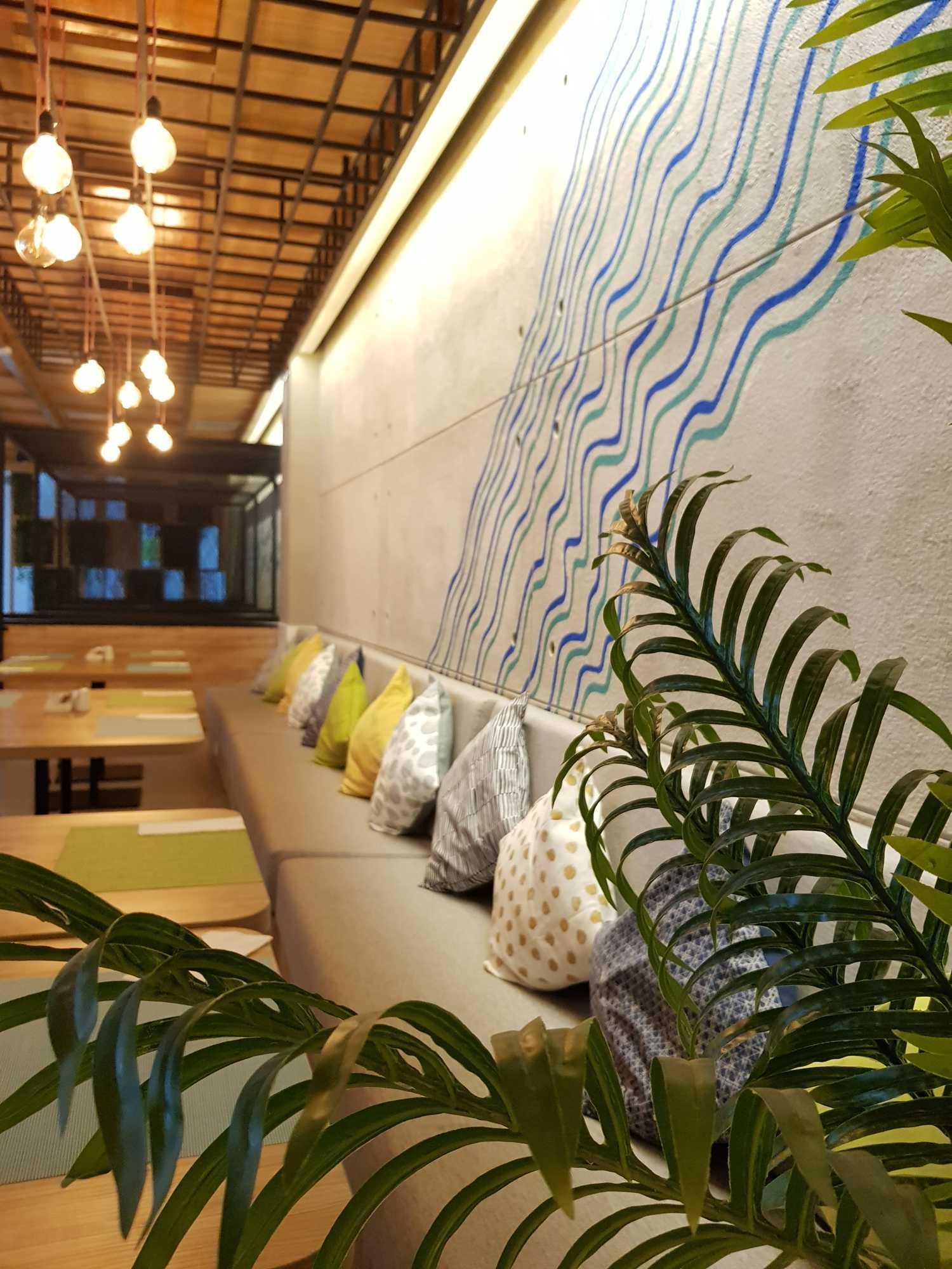 Ruang Komunal Kemiri Restaurant Surabaya, Kota Sby, Jawa Timur, Indonesia Surabaya, Kota Sby, Jawa Timur, Indonesia Ruang-Komunal-Kemiri-House   61180