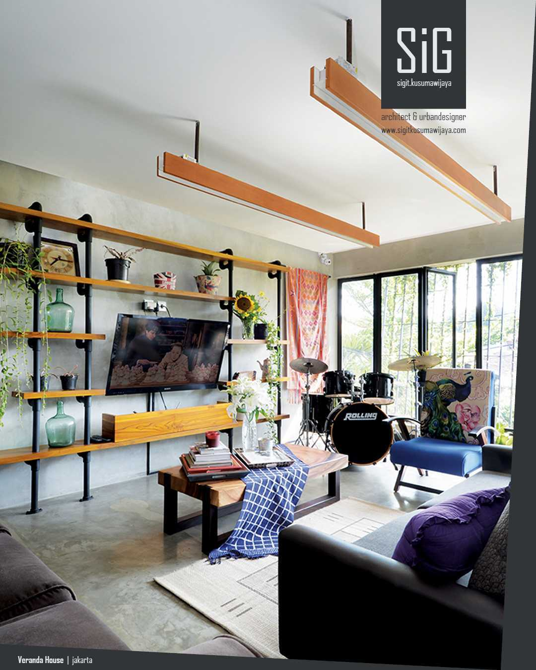 Sigit.kusumawijaya | Architect & Urbandesigner Rumah Beranda - Green Boarding House Cipete, South Jakarta, Indonesia Cipete, South Jakarta, Indonesia Sigitkusumawijaya-Architect-Urbandesigner-Rumah-Beranda-Green-Boarding-House Industrial  55003
