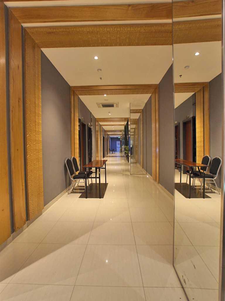 Pt.  Atelier Una Indonesia Whiz Prime Hotel Padang Padang, Kota Padang, Sumatera Barat, Indonesia Padang, Kota Padang, Sumatera Barat, Indonesia Pt-Atelier-Una-Indonesia-Whiz-Prime-Hotel-Padang   57909