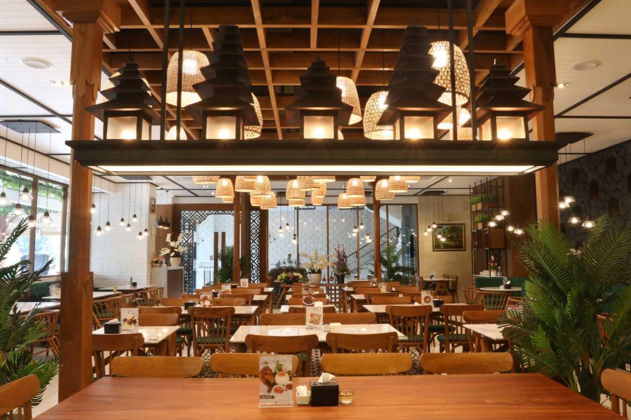 Putri Bali Design Restaurant Bebek Tepi Sawah Bandung, Kota Bandung, Jawa Barat, Indonesia Bandung, Kota Bandung, Jawa Barat, Indonesia Putri-Bali-Design-Restaurant-Bebek-Tepi-Sawah   79721
