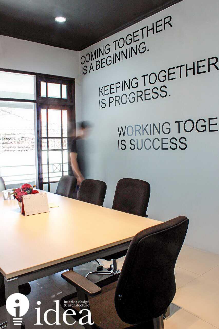 Idea Studio Real Estate Marketing Office - Propnex Satelit Sonokwijenan, Kec. Sukomanunggal, Kota Sby, Jawa Timur 60225, Indonesia Sonokwijenan, Kec. Sukomanunggal, Kota Sby, Jawa Timur 60225, Indonesia Idea-Studio-Real-Estate-Marketing-Office-Propnex-Satelit  <P>Builr Photo</p> <P>Meeting&nbsp;room</p> 79958