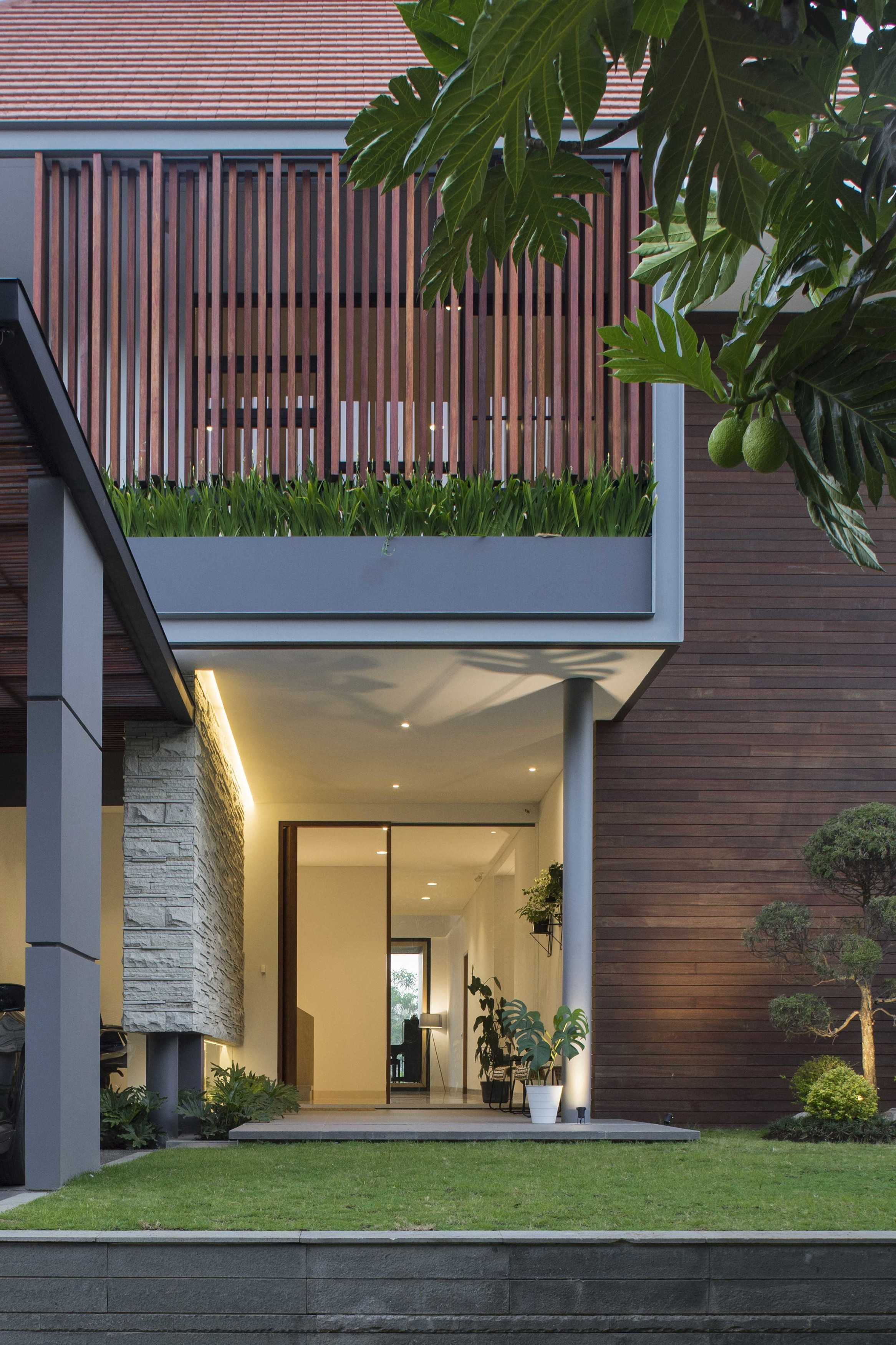 Erwin Kusuma Pitarani House Jalan Parahyangan No.42, Kertajaya, Padalarang, Kertajaya, Padalarang, Kabupaten Bandung Barat, Jawa Barat 40553, Indonesia  Erwin-Kusuma-Pitarani-House   63912