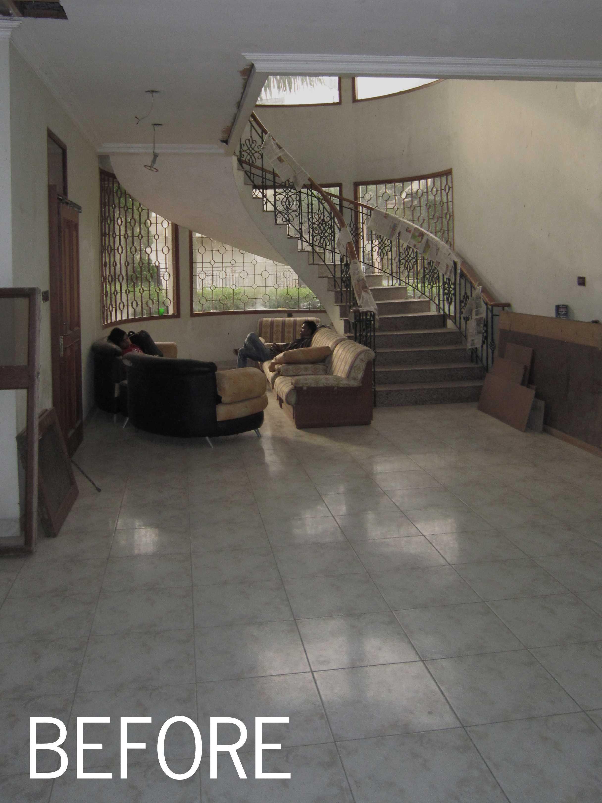 Arkitekt.id Setraduta Kencana Bandung Bandung Sk House - Existing  <P>Kondisi Asal Ruang Keluarga Dengan Tangga Melingkar Sebelum Dilakukan Proses Renovasi</p> 69581