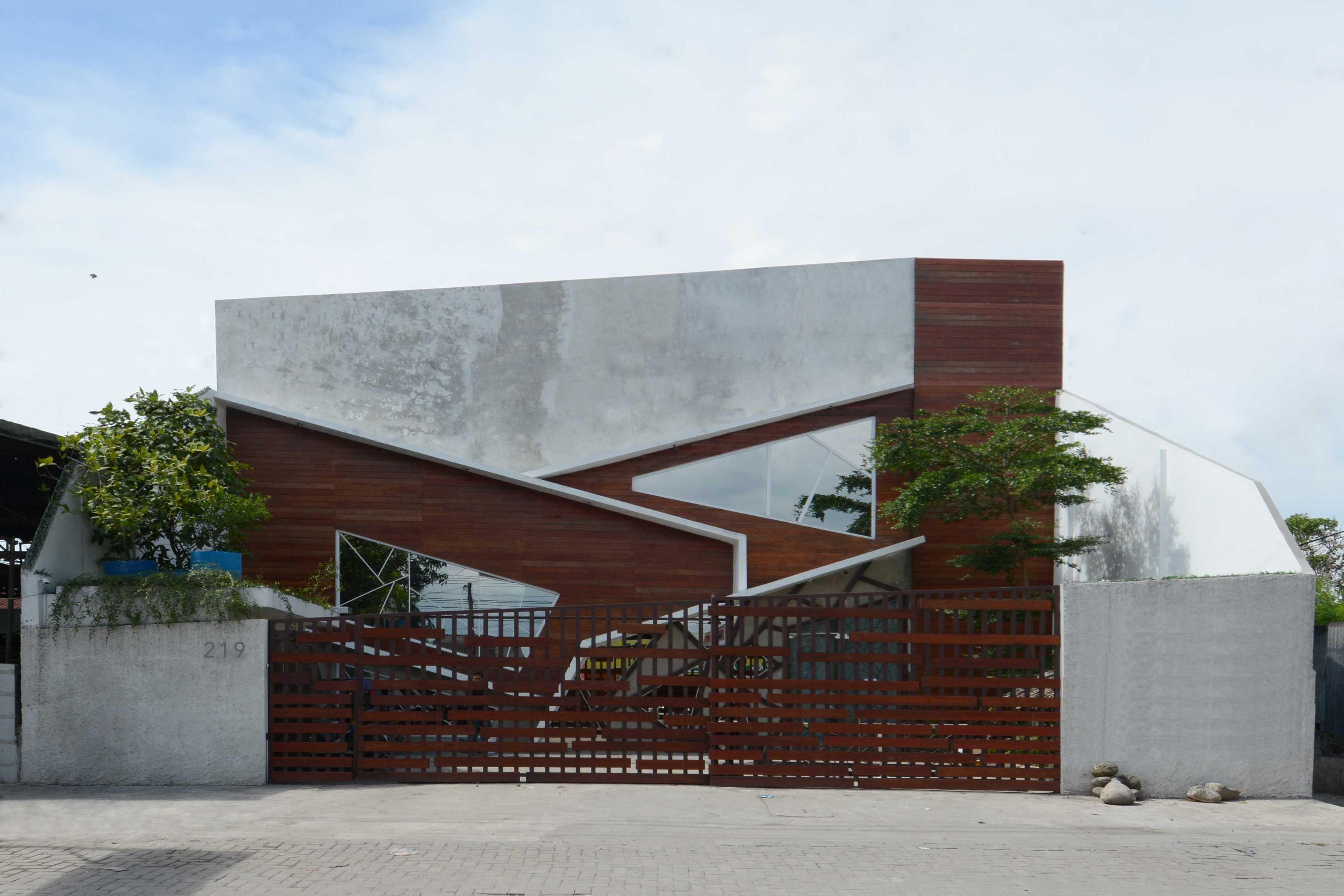 Merah Putih Architecture M&m House Medan, Kota Medan, Sumatera Utara, Indonesia Medan, Kota Medan, Sumatera Utara, Indonesia Merah-Putih-Architecture-R-House   87616