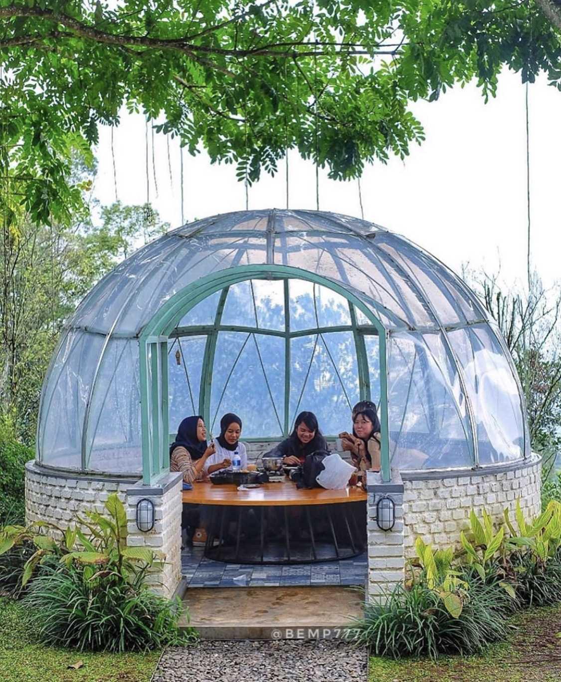 Wandi Uwa Krisdian Utara Cafe Ciburial, Kec. Cimenyan, Bandung, Jawa Barat 40198, Indonesia Ciburial, Kec. Cimenyan, Bandung, Jawa Barat 40198, Indonesia Wandi-Uwa-Krisdian-Utara-Cafe   73667