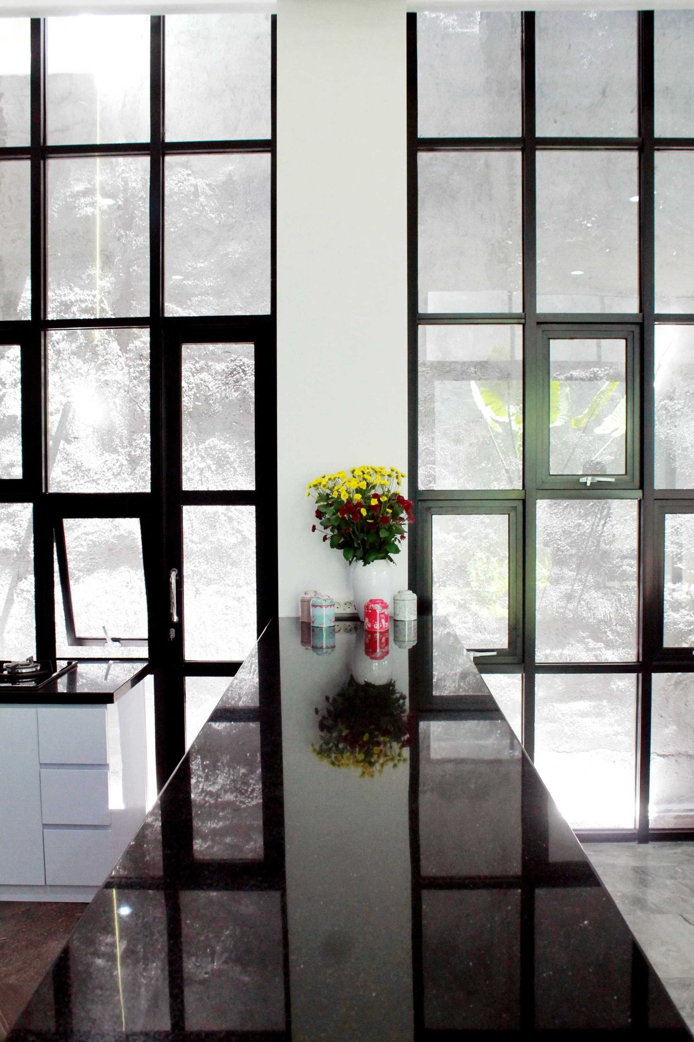 Ruang Desain White And Wood Surabaya, Kota Sby, Jawa Timur, Indonesia Surabaya, Kota Sby, Jawa Timur, Indonesia Ruang-Desain-White-And-Wood   92001