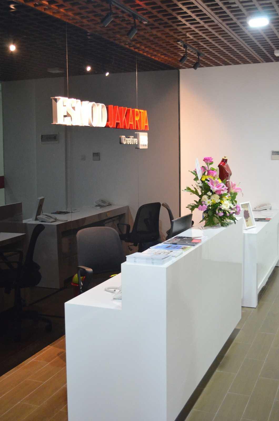 X3M Architects Esmod Creative Hub Kota Tgr. Sel., Kota Tangerang Selatan, Banten, Indonesia Kota Tgr. Sel., Kota Tangerang Selatan, Banten, Indonesia X3M-Architects-Esmod-Creative-Hub Modern  56031