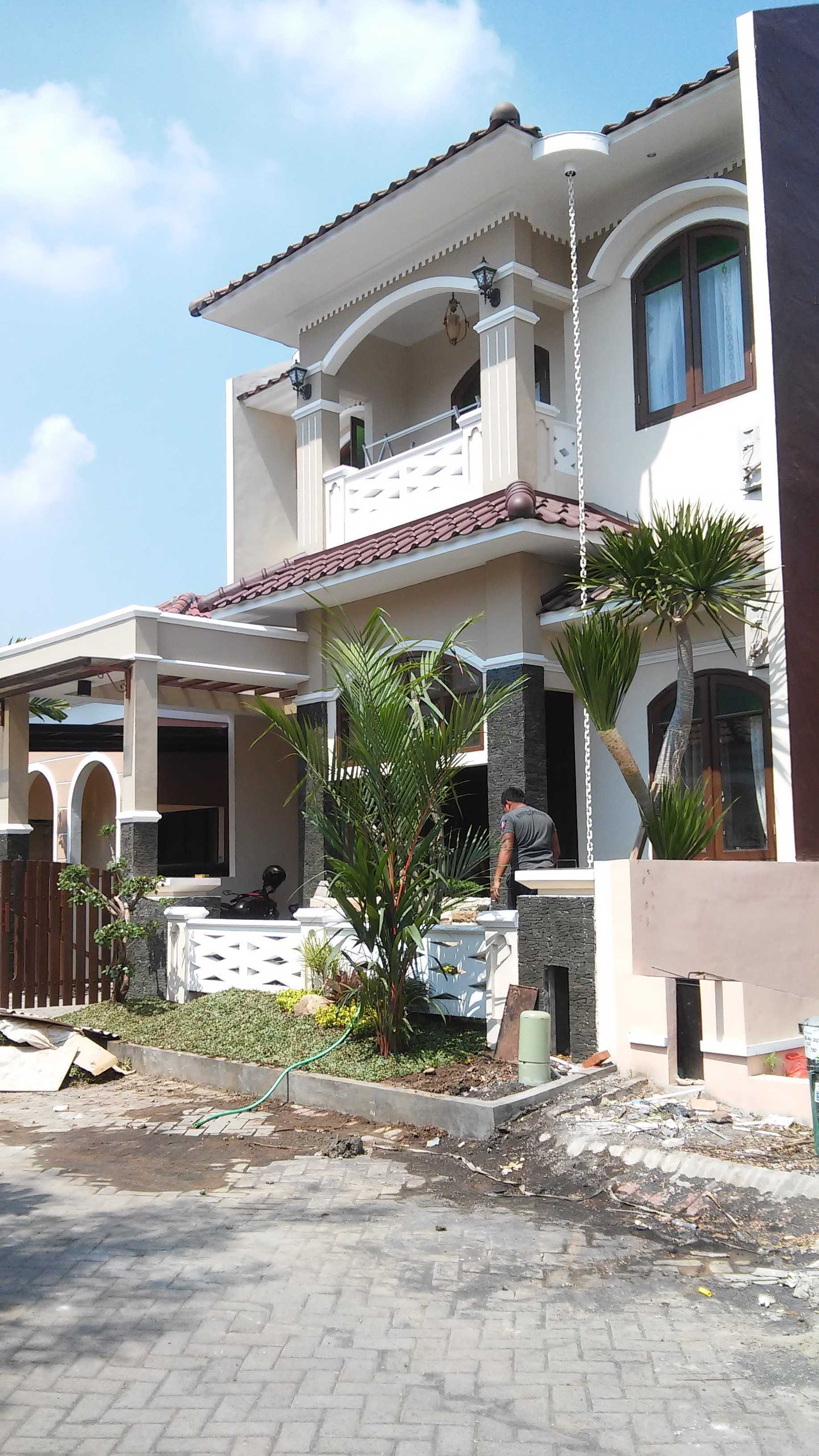 Arisza Housing Rumah Tinggal Tradisional Jl. Palm Raja Jambangan Selatan Iii Blok A-12, Palm Spring Regency, Jambangan, Surabaya City, East Java 60232, Indonesia Jl. Palm Raja Jambangan Selatan Iii Blok A-12, Palm Spring Regency, Jambangan, Surabaya City, East Java 60232, Indonesia Arisza-Housing-Rumah-Tinggal-Tradisional   101995