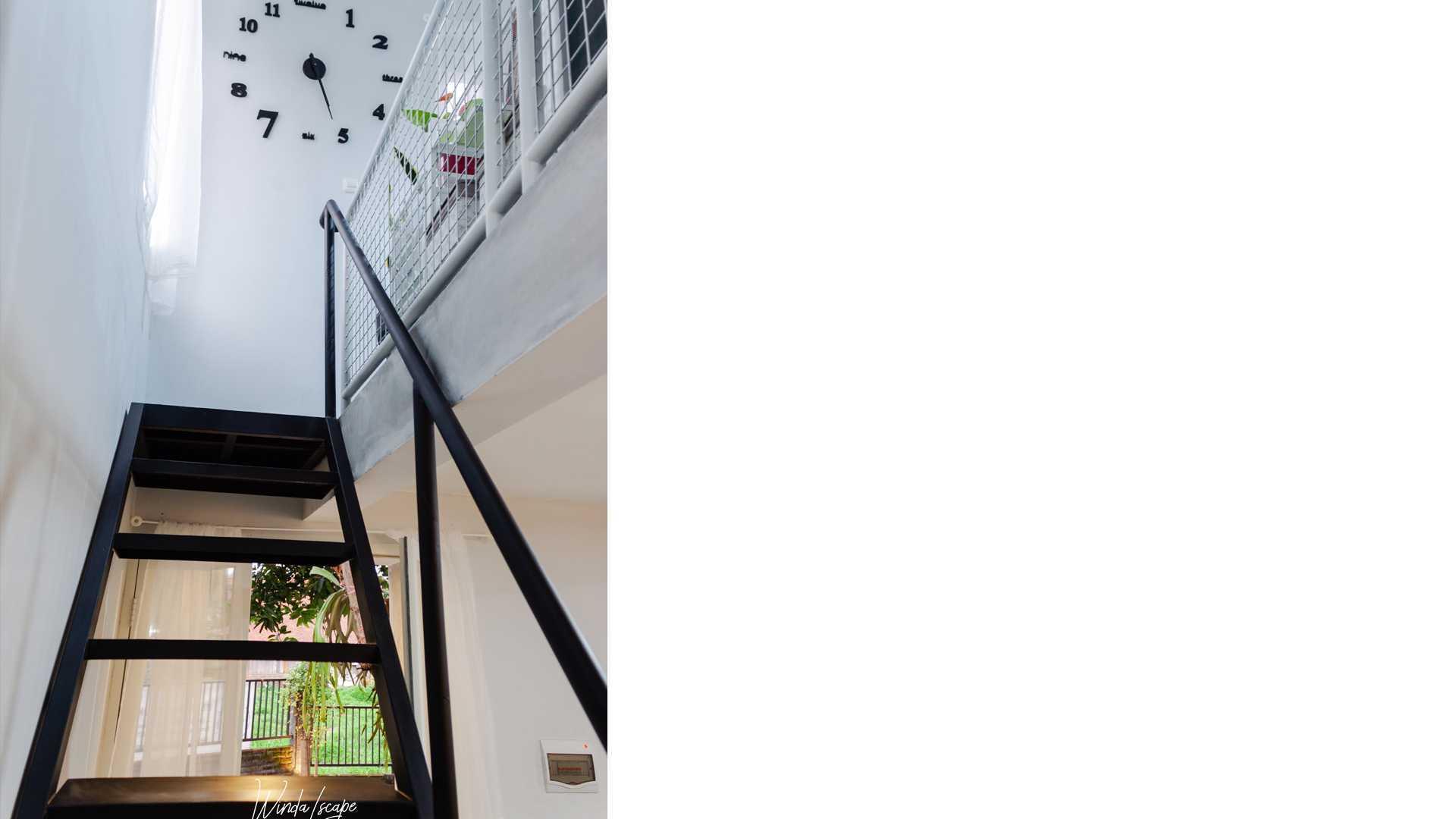 Mr Arsitek G Office   Kantor Mungil Di Semarang Jl. Sendang Pakel I No.30, Gedawang, Kec. Banyumanik, Kota Semarang, Jawa Tengah 50266, Indonesia Jl. Sendang Pakel I No.30, Gedawang, Kec. Banyumanik, Kota Semarang, Jawa Tengah 50266, Indonesia Mr-Arsitek-G-Office-Kantor-Mungil-Di-Semarang Industrial Bagian Tangga G Office 108628