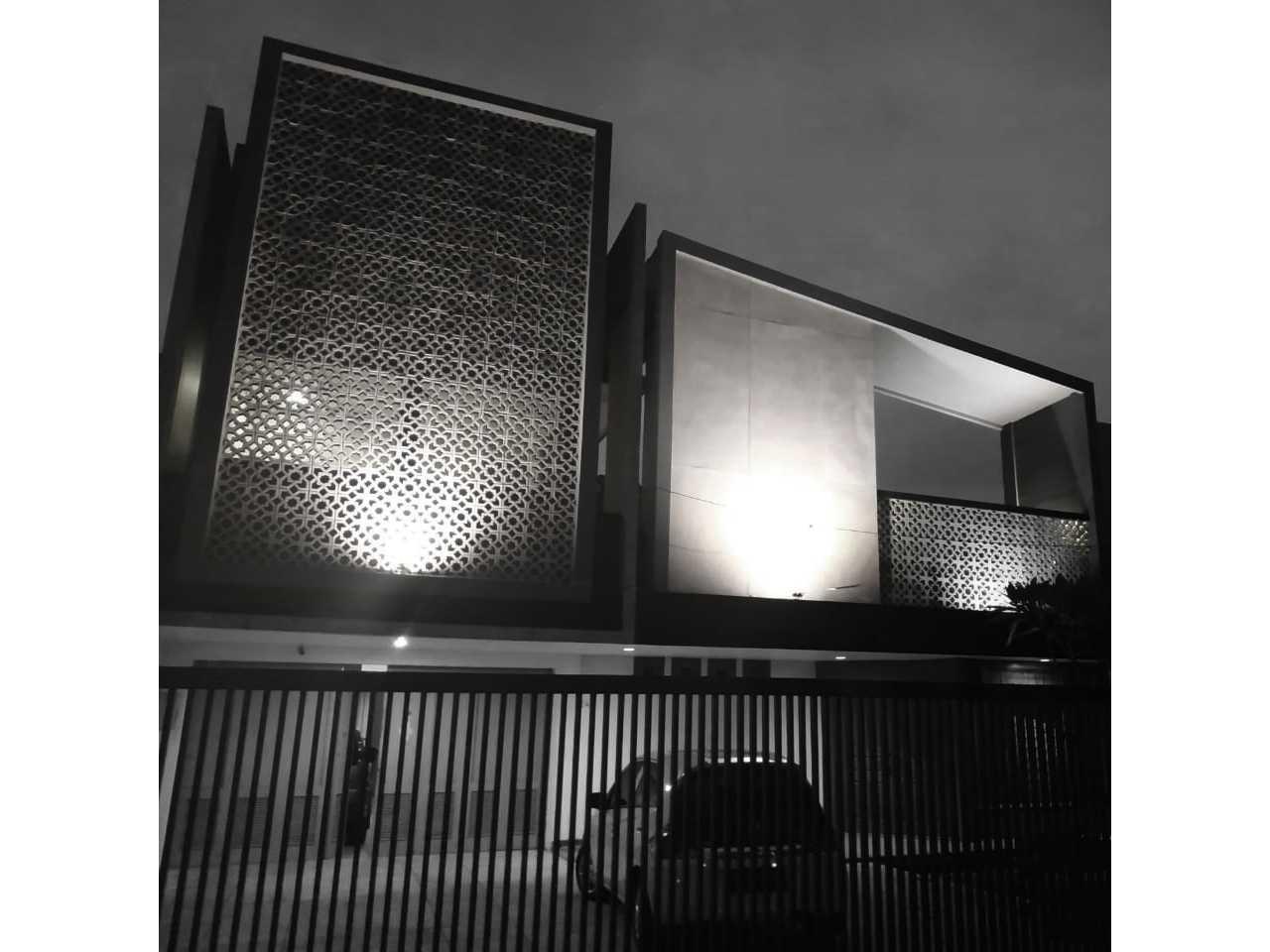 Arsir Architect Aw House Jl. Westhoff No.24, Pasir Kaliki, Kec. Cicendo, Kota Bandung, Jawa Barat 40171, Indonesia Jl. Westhoff No.24, Pasir Kaliki, Kec. Cicendo, Kota Bandung, Jawa Barat 40171, Indonesia Arsir-Architect-Aw-House Contemporary  113197