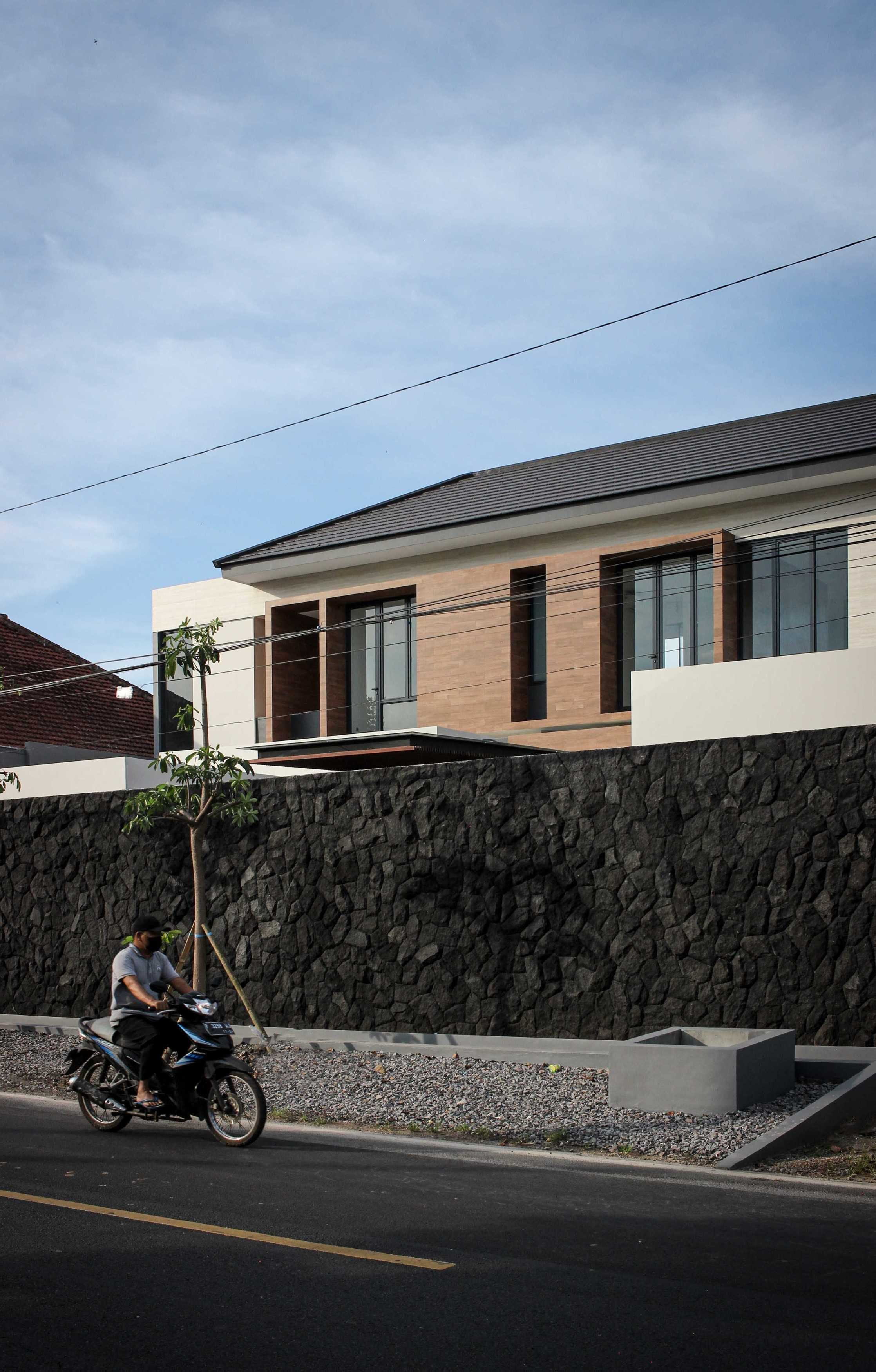 Y0 Design Architect S House Kec. Srono, Kabupaten Banyuwangi, Jawa Timur, Indonesia Kec. Srono, Kabupaten Banyuwangi, Jawa Timur, Indonesia Yohanes-Iswara-Limandjaya-S-House   121071