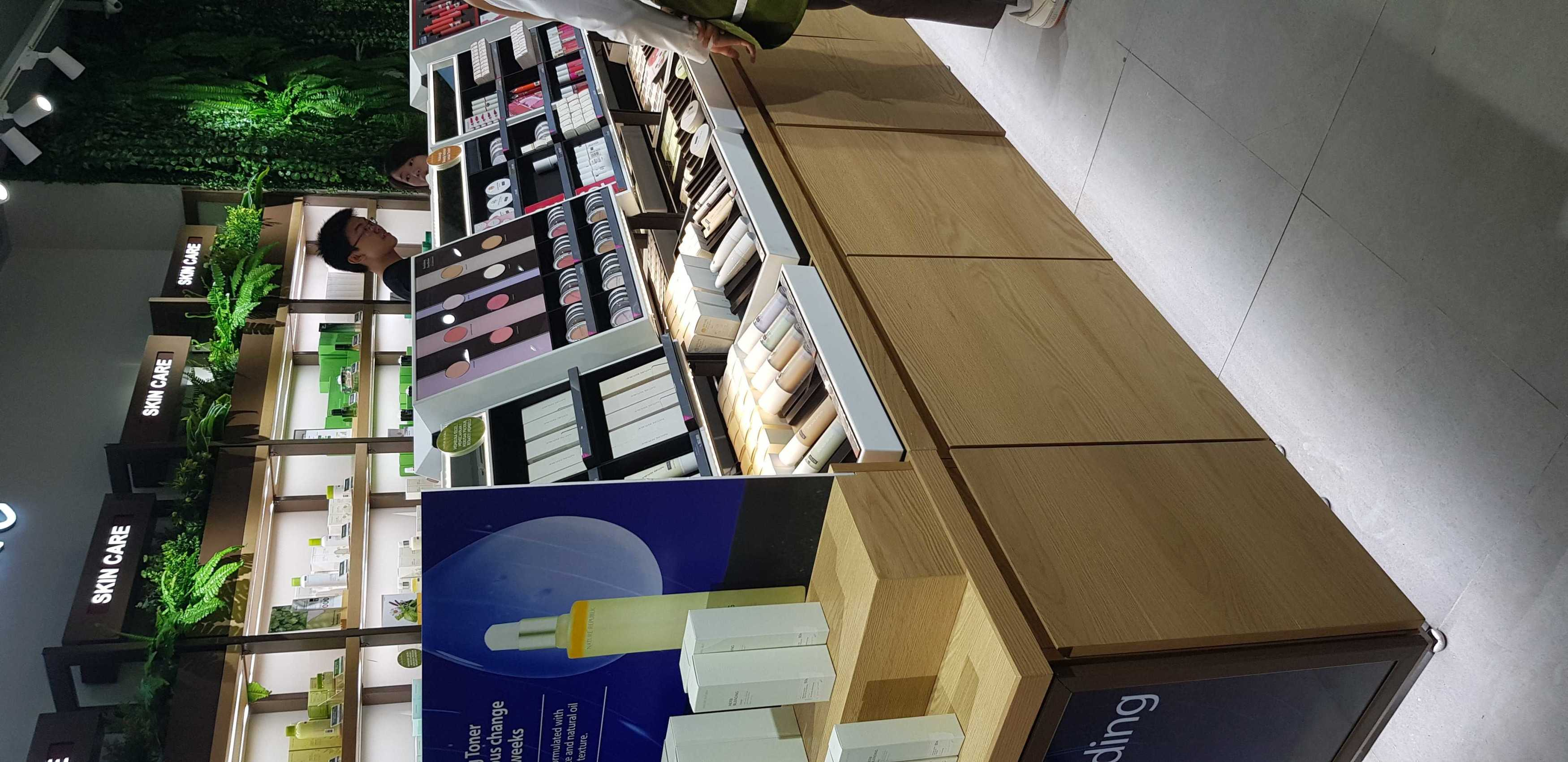 Shiraz Design Nature Republic Retail Store Project (Serpong Branch) Sumarecon Mall Serpong, Jl. Gading Serpong Boulevard No.238, Pakulonan Bar., Kec. Klp. Dua, Tangerang, Banten 15810, Indonesia Sumarecon Mall Serpong, Jl. Gading Serpong Boulevard No.238, Pakulonan Bar., Kec. Klp. Dua, Tangerang, Banten 15810, Indonesia Shiraz-Design-Nature-Republic-Retail-Store-Project-Serpong-Branch   123718