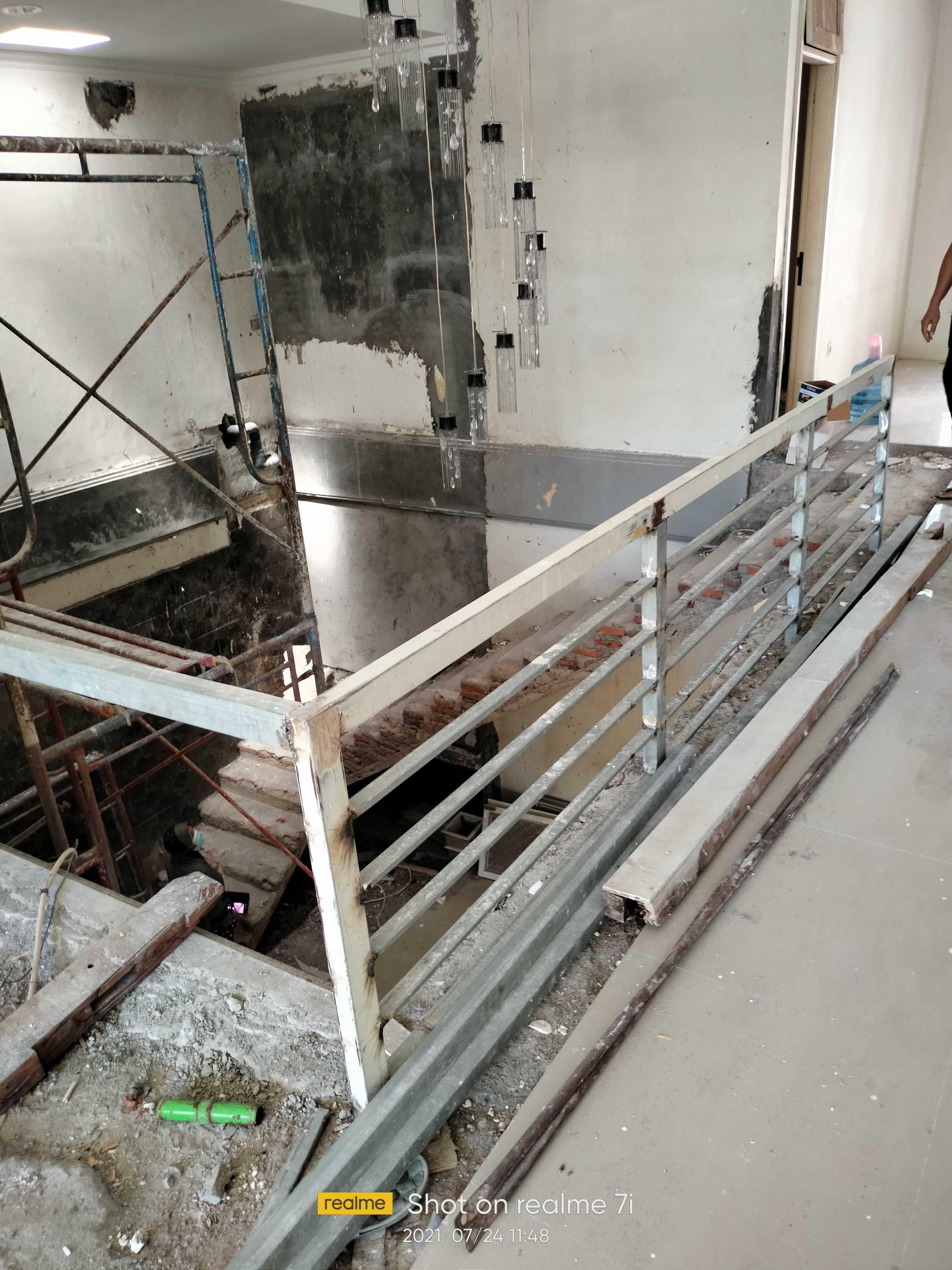 R2 Bangun Jaya Renovasi Rumah Ibu Yuli Surabaya, Kota Sby, Jawa Timur, Indonesia Surabaya, Kota Sby, Jawa Timur, Indonesia R2-Bangun-Jaya-Renovasi-Rumah-Ibu-Yuli   131311