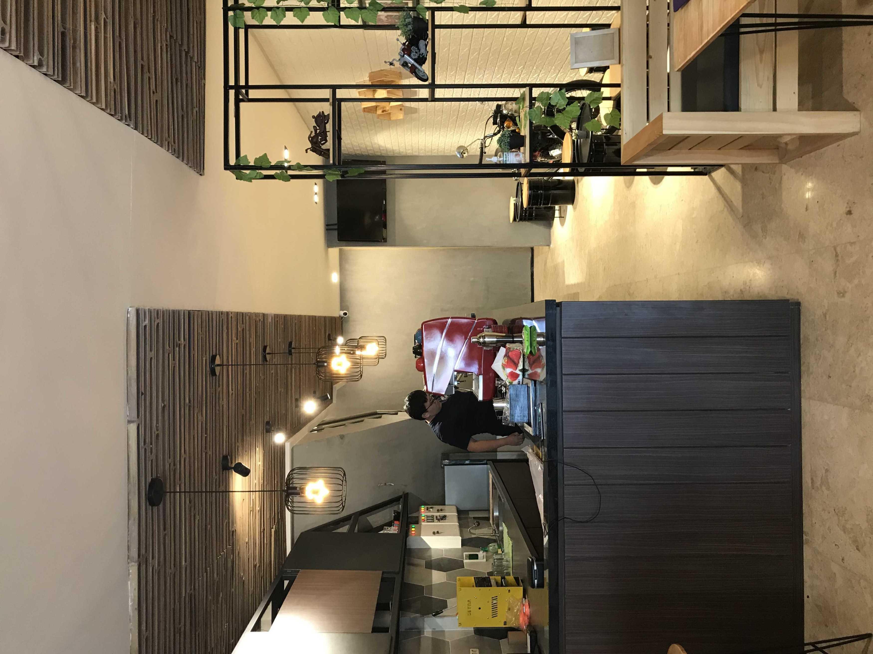 Yulianto Gunawan Basecamp Cafe Surabaya, Kota Sby, Jawa Timur, Indonesia Surabaya, Kota Sby, Jawa Timur, Indonesia Yulianto-Gunawan-Basecamp-Cafe   129051
