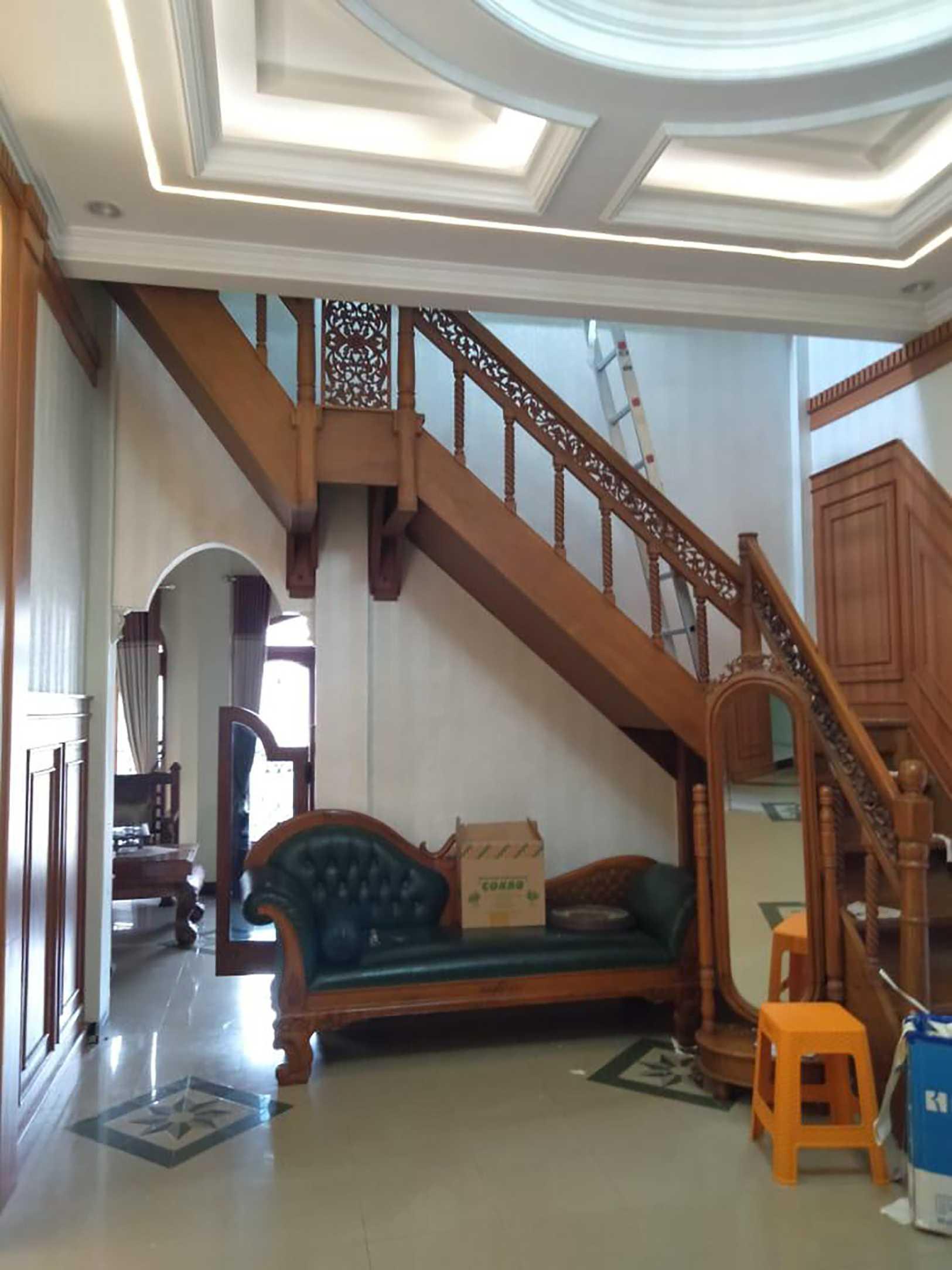 Sintesa Arkitek Interior Ruang Keluarga Madiun, Kota Madiun, Jawa Timur, Indonesia Madiun, Kota Madiun, Jawa Timur, Indonesia Interior Iv Classic  133524