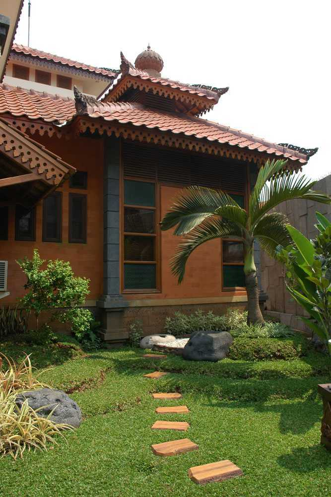Triplus Homes Mt House Rempoa, Ciputat Tim., Kota Tangerang Selatan, Banten, Indonesia Rempoa, Ciputat Tim., Kota Tangerang Selatan, Banten, Indonesia Triplus-Homes-Mt-House Asian  56602