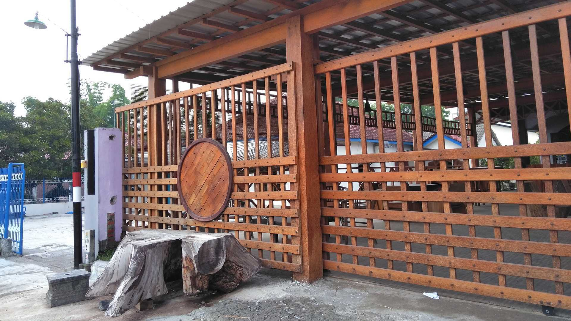 Epicnesia_Architect Warung Mbok Ti Malang, Jawa Timur, Indonesia Kediri, Jawa Timur, Indonesia Aditya-Yuni-Prasetya-Bakso-Tiga-Berlian   64299