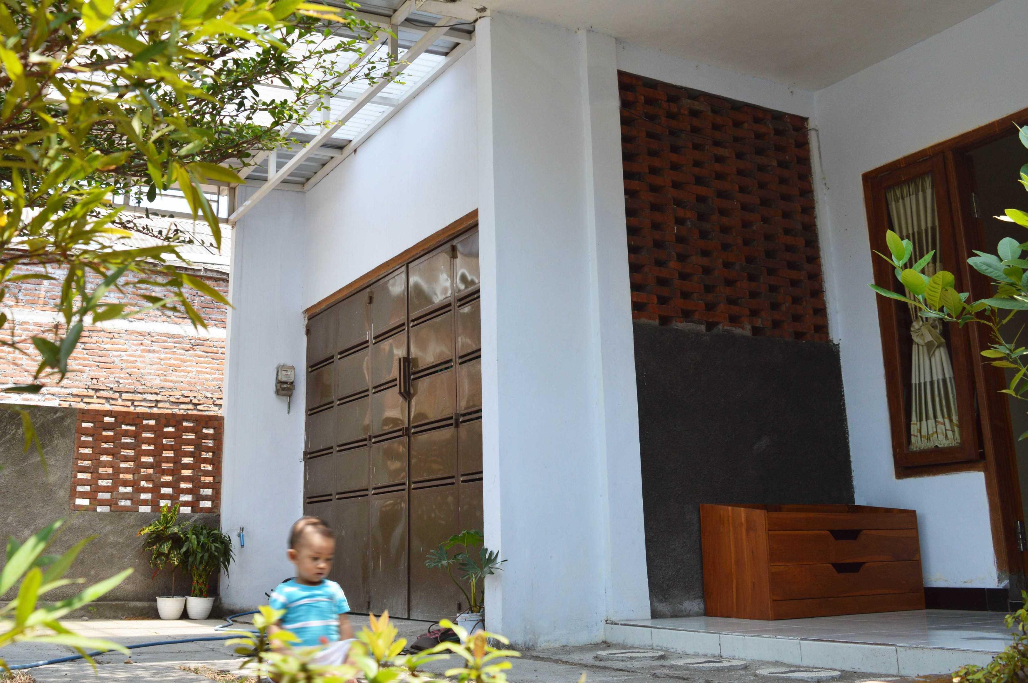 Epicnesia_Architect Rumah Am Plemahan, Kediri, Jawa Timur, Indonesia Plemahan, Kediri, Jawa Timur, Indonesia Aditya-Yuni-Prasetya-Rumah-Am Contemporary  68056