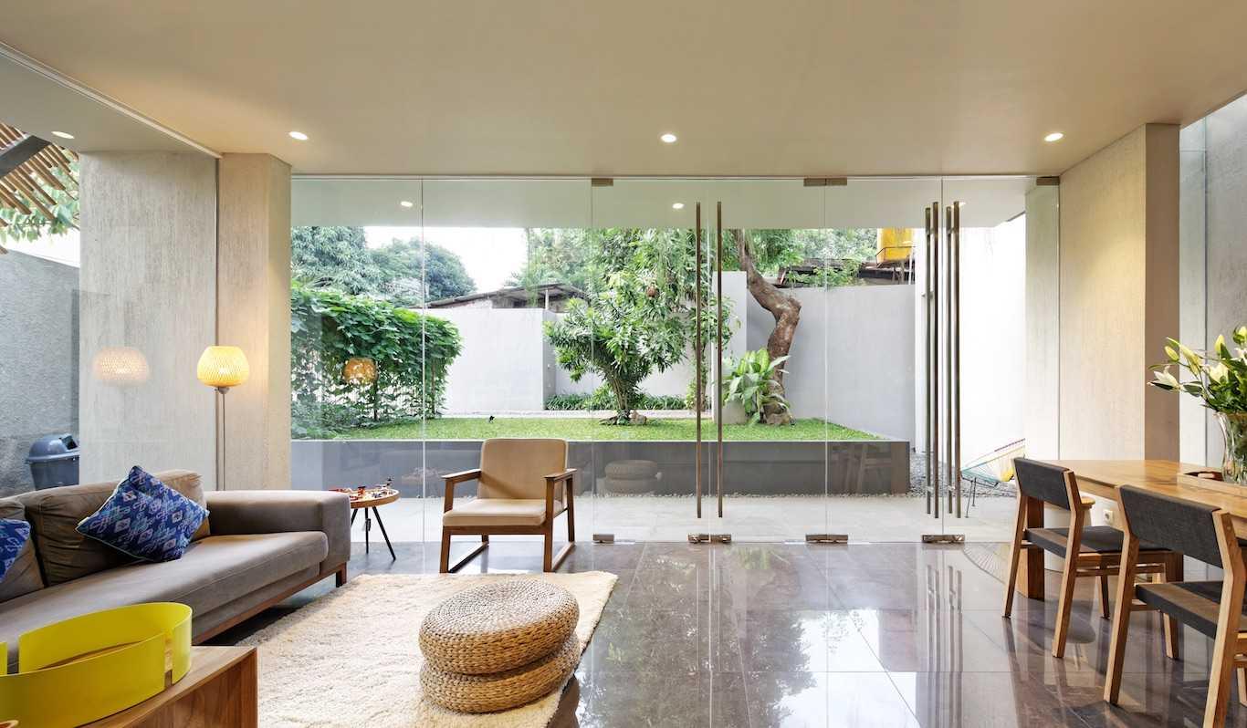 Gets Architects Deeroemah Daerah Khusus Ibukota Jakarta, Indonesia Daerah Khusus Ibukota Jakarta, Indonesia Living Room Tropis  54385