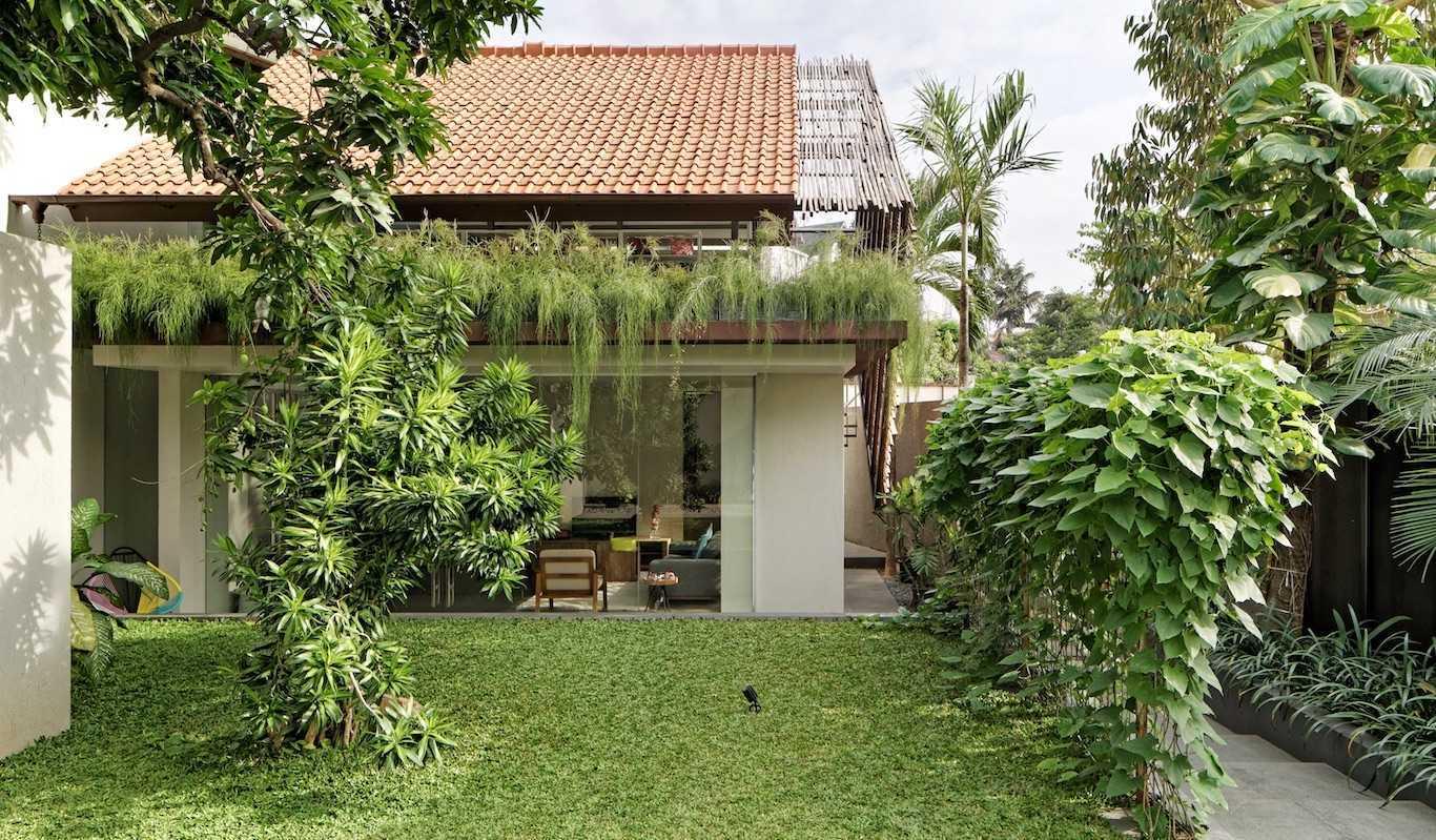 Gets Architects Deeroemah Daerah Khusus Ibukota Jakarta, Indonesia Daerah Khusus Ibukota Jakarta, Indonesia Backyard View Tropis  54388