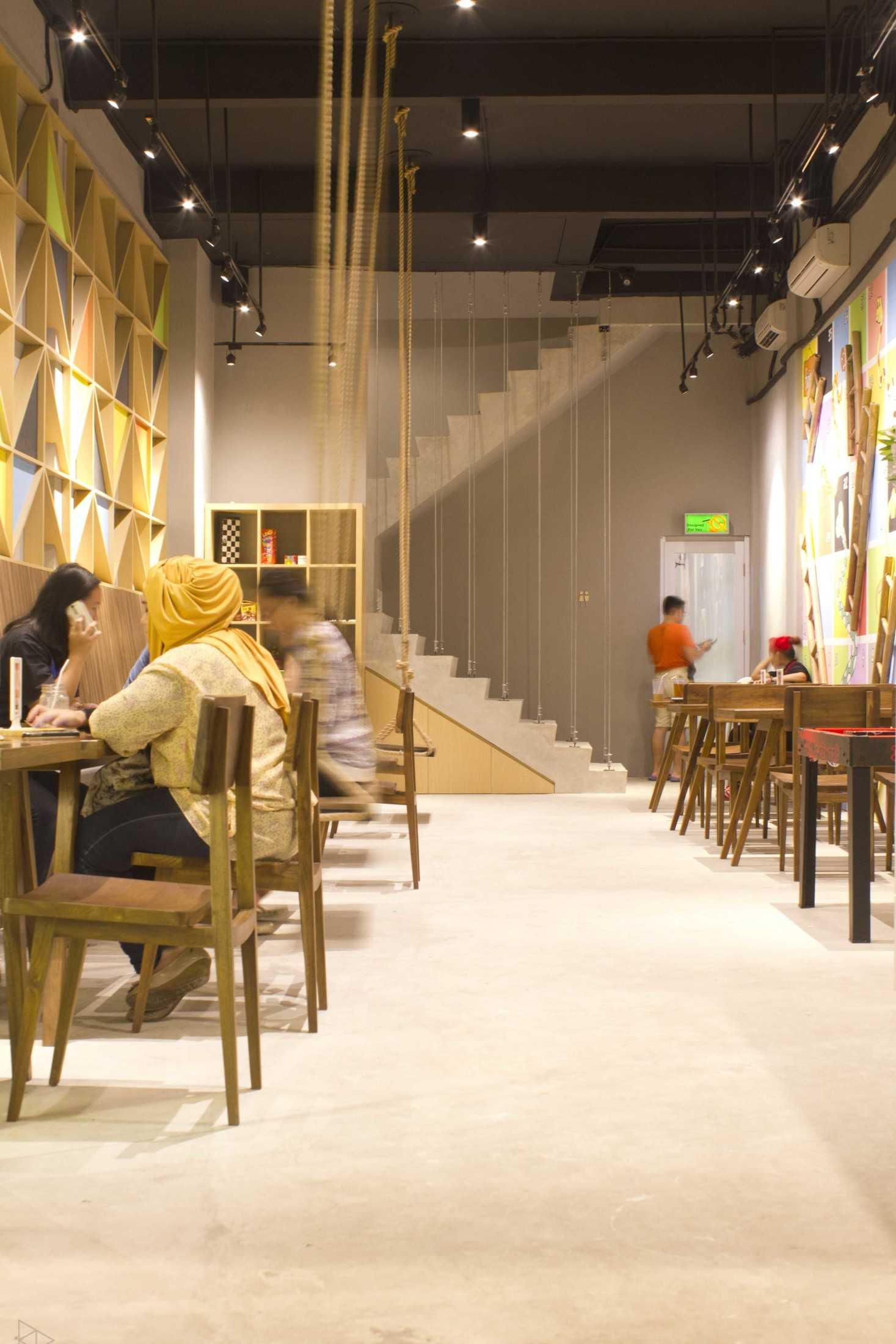Ties Design & Build 90'S Flazback Cafe Klp. Indah, Kec. Tangerang, Kota Tangerang, Banten, Indonesia Klp. Indah, Kec. Tangerang, Kota Tangerang, Banten, Indonesia Eating Area- 1St Floor  68651