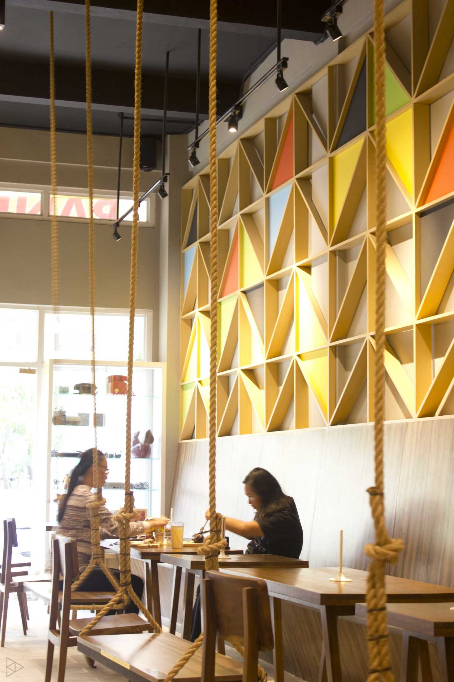 Ties Design & Build 90'S Flazback Cafe Klp. Indah, Kec. Tangerang, Kota Tangerang, Banten, Indonesia Klp. Indah, Kec. Tangerang, Kota Tangerang, Banten, Indonesia Eating Area - 1St Floor  68652