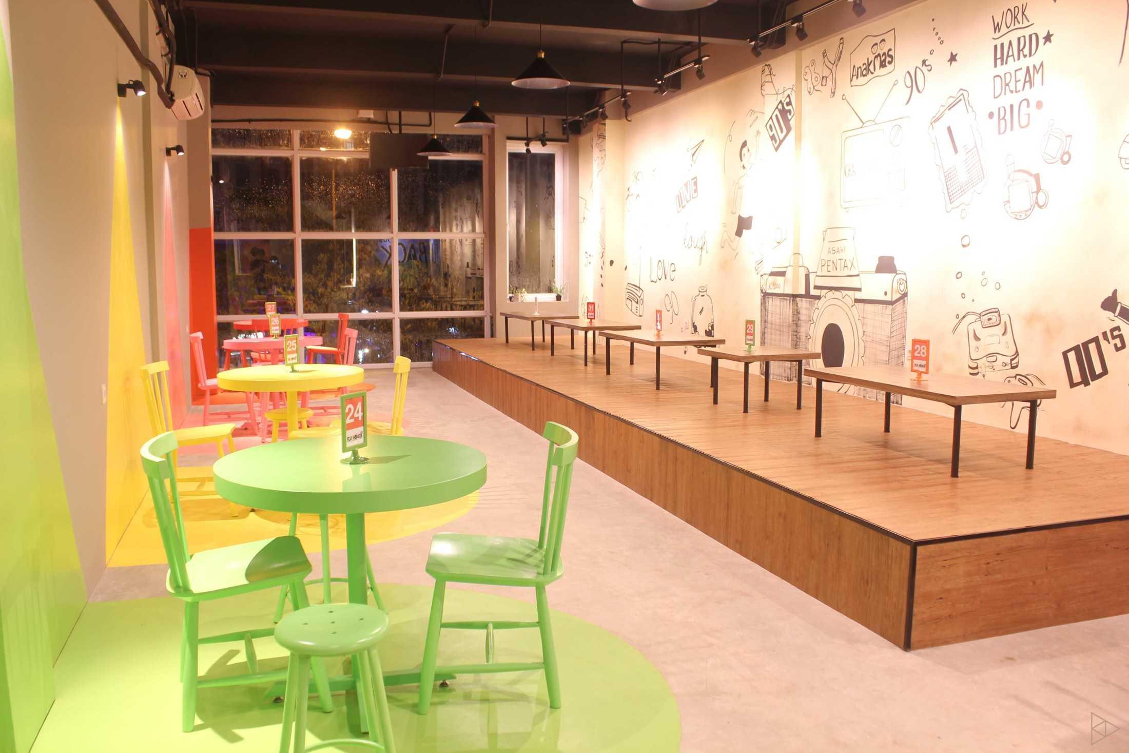 Ties Design & Build 90'S Flazback Cafe Klp. Indah, Kec. Tangerang, Kota Tangerang, Banten, Indonesia Klp. Indah, Kec. Tangerang, Kota Tangerang, Banten, Indonesia Eating Area 1 - 2Nd Floor  68655
