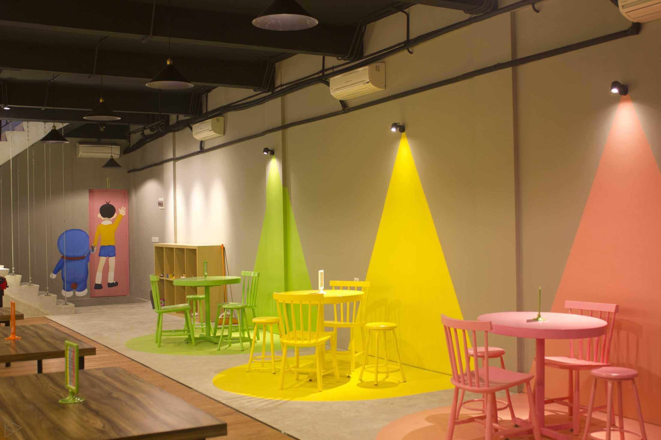Ties Design & Build 90'S Flazback Cafe Klp. Indah, Kec. Tangerang, Kota Tangerang, Banten, Indonesia Klp. Indah, Kec. Tangerang, Kota Tangerang, Banten, Indonesia Eating Area 2 - 2Nd Floor  68657