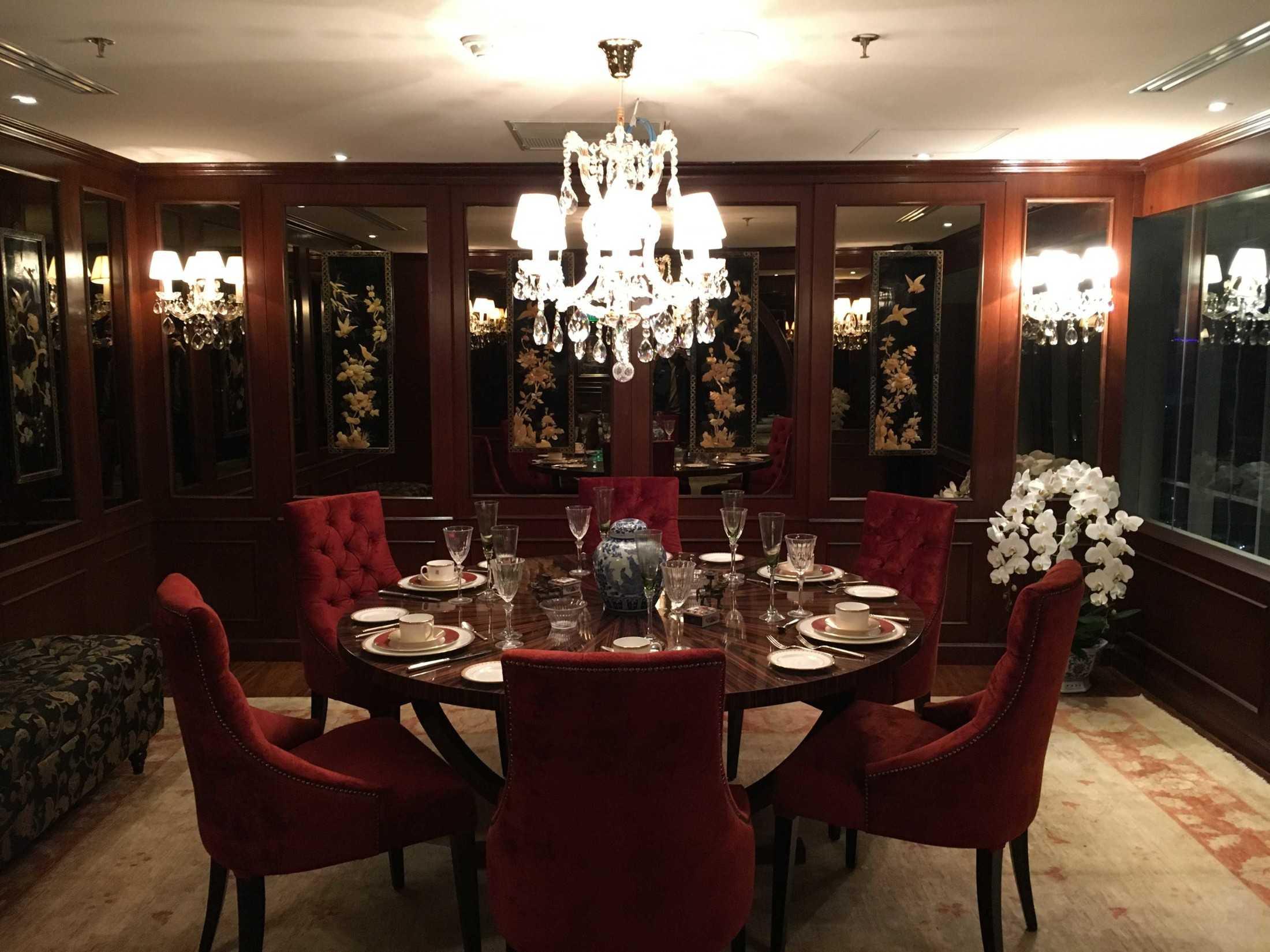 Foto inspirasi ide desain ruang makan asian Mina-al-salaam-lounge oleh Fendy Purnomo di Arsitag
