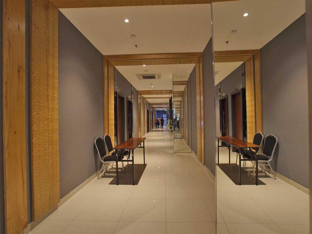 Astana Interior Whiz Hotel Padang Padang, Kota Padang, Sumatera Barat, Indonesia Padang, Kota Padang, Sumatera Barat, Indonesia Astana-Interior-Whiz-Hotel-Padang  58241