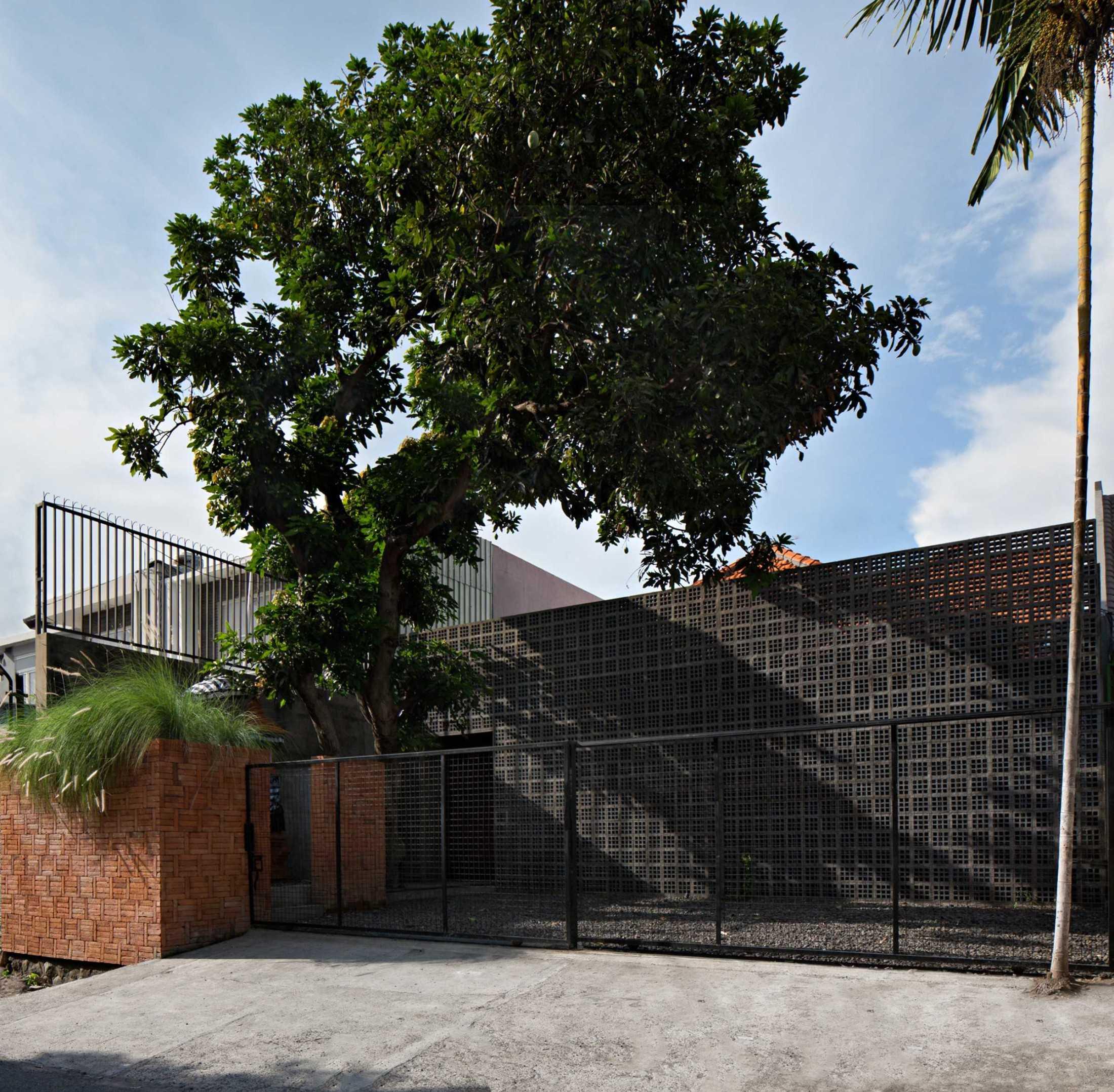 Somia Design Mandanila House Jl. Ciungwanara Ii, Renon, Denpasar Sel., Kota Denpasar, Bali, Indonesia Jl. Ciungwanara Ii, Renon, Denpasar Sel., Kota Denpasar, Bali, Indonesia Somia-Design-Mandanila-House  60209
