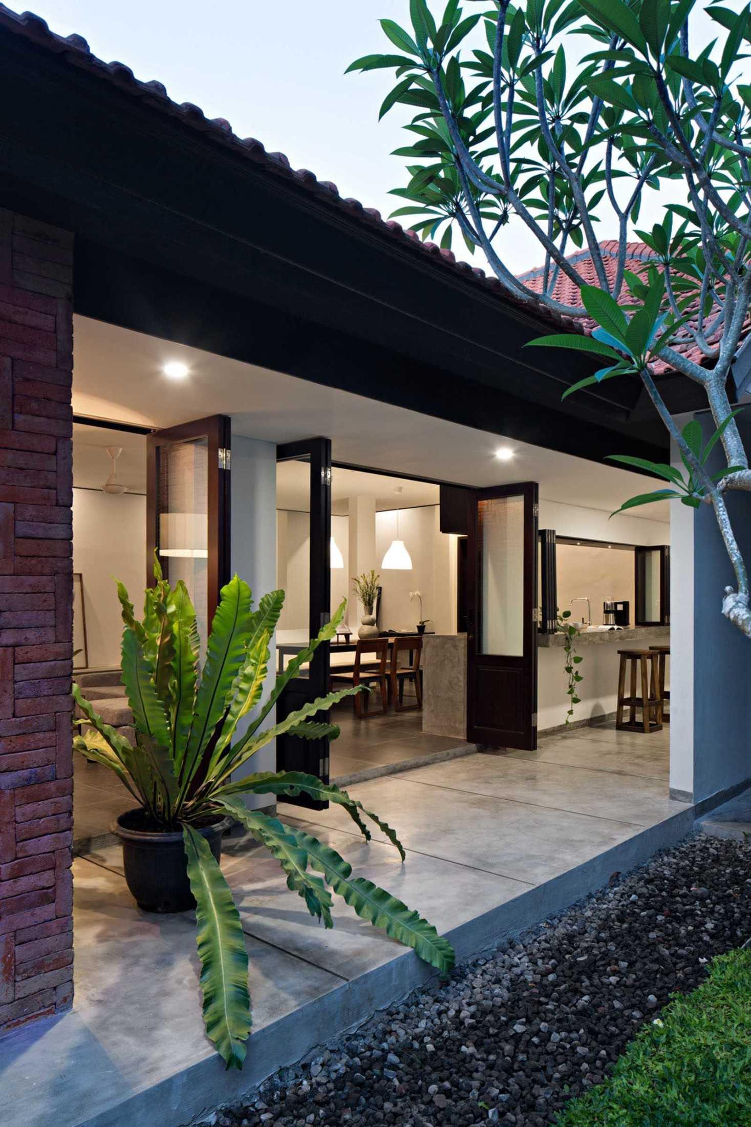 Somia Design Mandanila House Jl. Ciungwanara Ii, Renon, Denpasar Sel., Kota Denpasar, Bali, Indonesia Jl. Ciungwanara Ii, Renon, Denpasar Sel., Kota Denpasar, Bali, Indonesia Somia-Design-Mandanila-House  60212