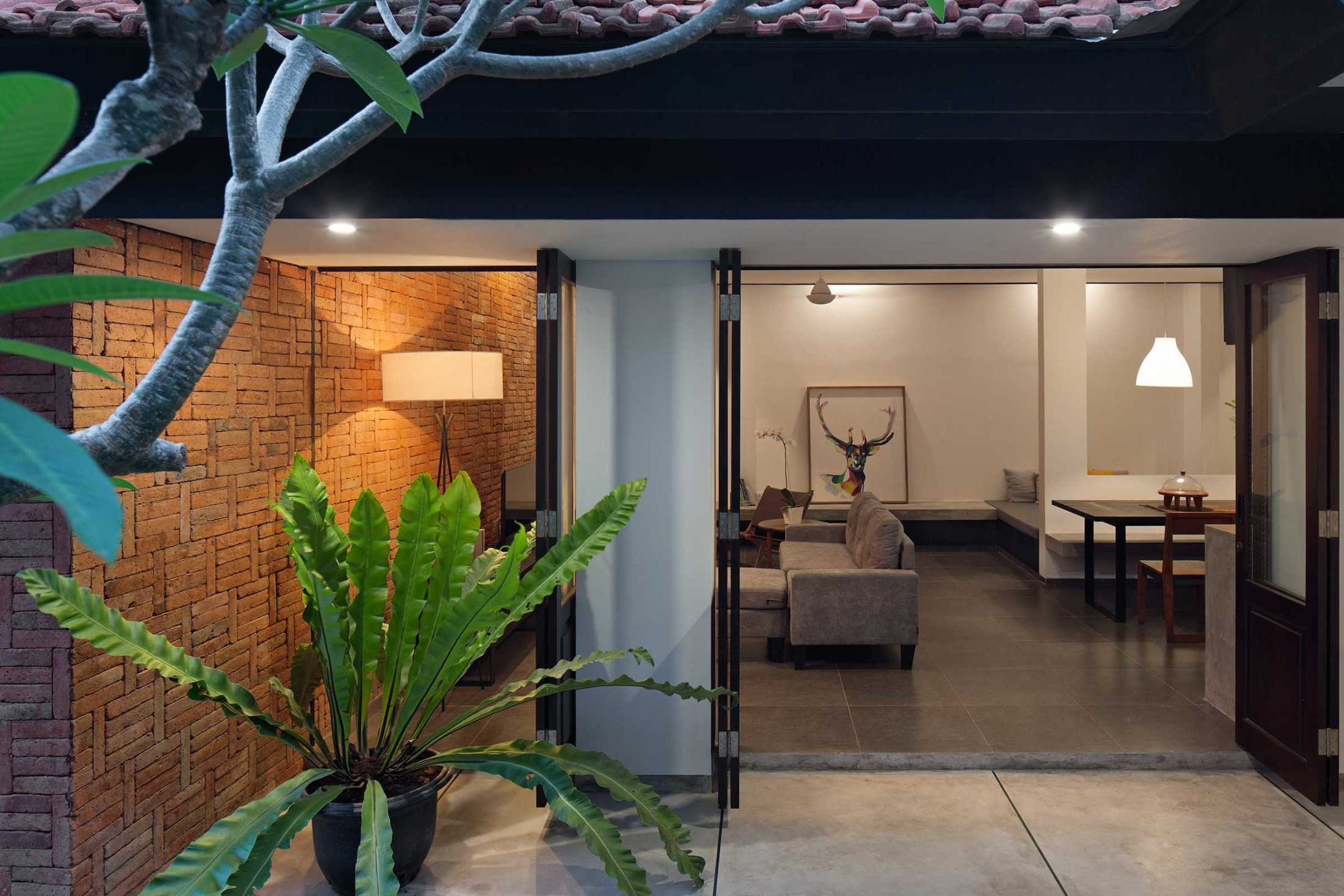 Somia Design Mandanila House Jl. Ciungwanara Ii, Renon, Denpasar Sel., Kota Denpasar, Bali, Indonesia Jl. Ciungwanara Ii, Renon, Denpasar Sel., Kota Denpasar, Bali, Indonesia Somia-Design-Mandanila-House  60214