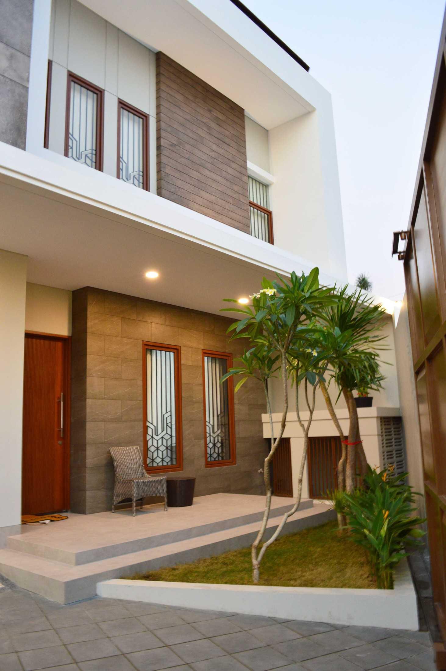 Conarch Studio Modern House With Natural Color Palette Surakarta, Kota Surakarta, Jawa Tengah, Indonesia Surakarta, Kota Surakarta, Jawa Tengah, Indonesia Exterior  122971