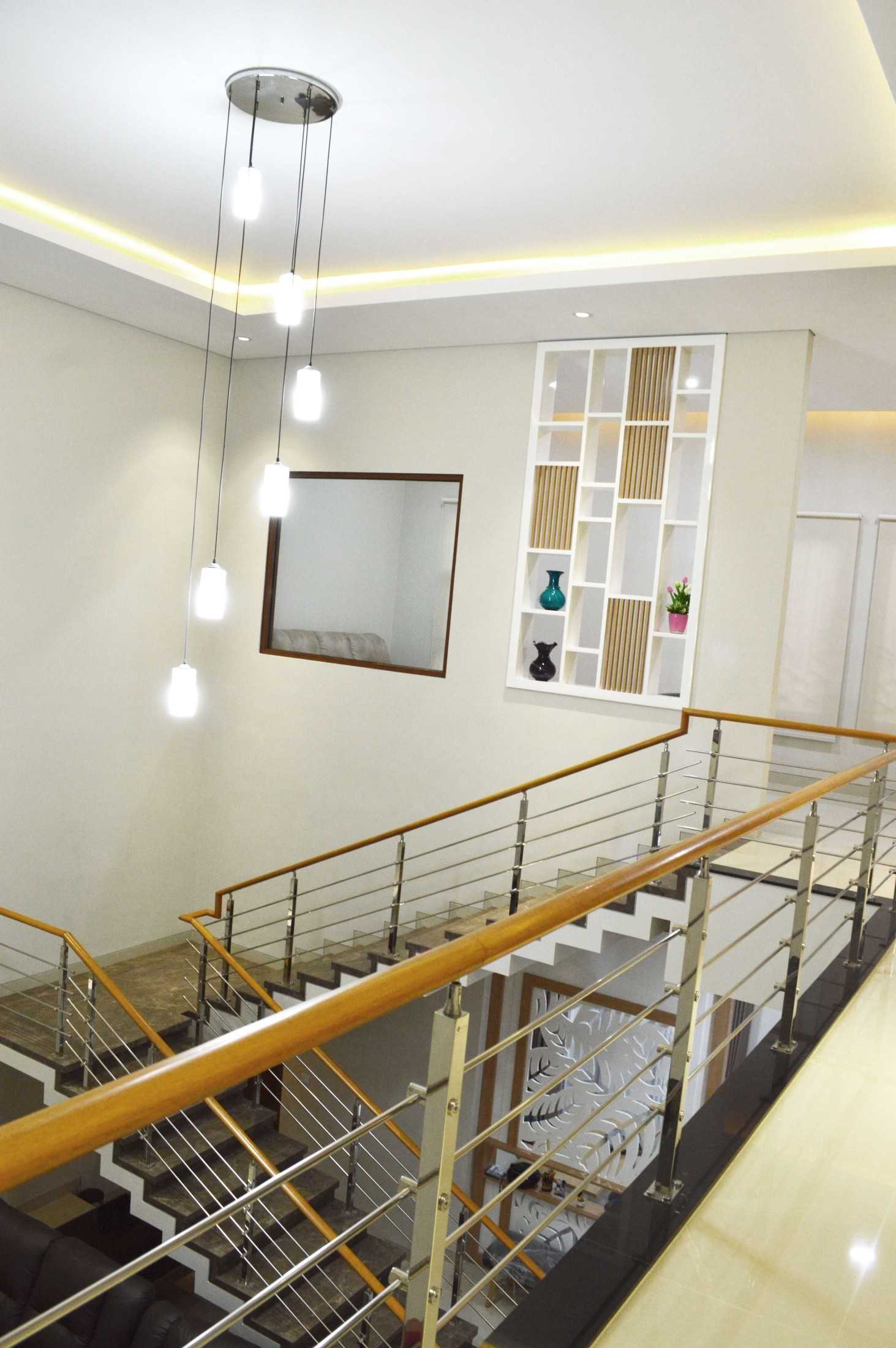 Conarch Studio Modern House With Natural Color Palette Surakarta, Kota Surakarta, Jawa Tengah, Indonesia Surakarta, Kota Surakarta, Jawa Tengah, Indonesia Stairs To The Void  122982