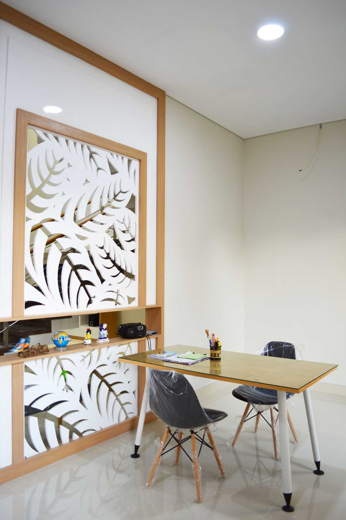 Conarch Studio Modern House With Natural Color Palette Surakarta, Kota Surakarta, Jawa Tengah, Indonesia Surakarta, Kota Surakarta, Jawa Tengah, Indonesia Studying/ Working Space  122997