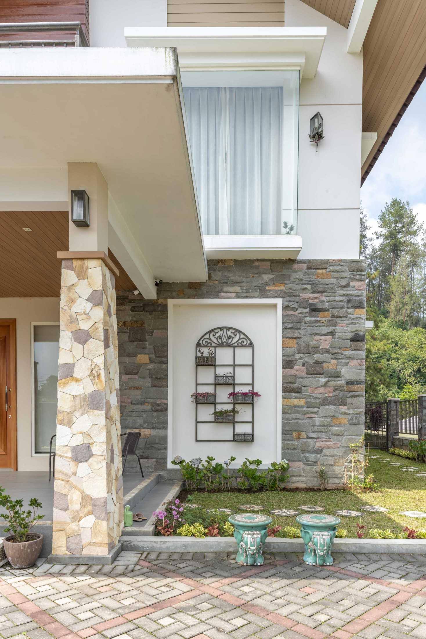 Conarch Studio Breezy Tropical Villa Kec. Tawangmangu, Kabupaten Karanganyar, Jawa Tengah, Indonesia Kec. Tawangmangu, Kabupaten Karanganyar, Jawa Tengah, Indonesia Exterior  126659