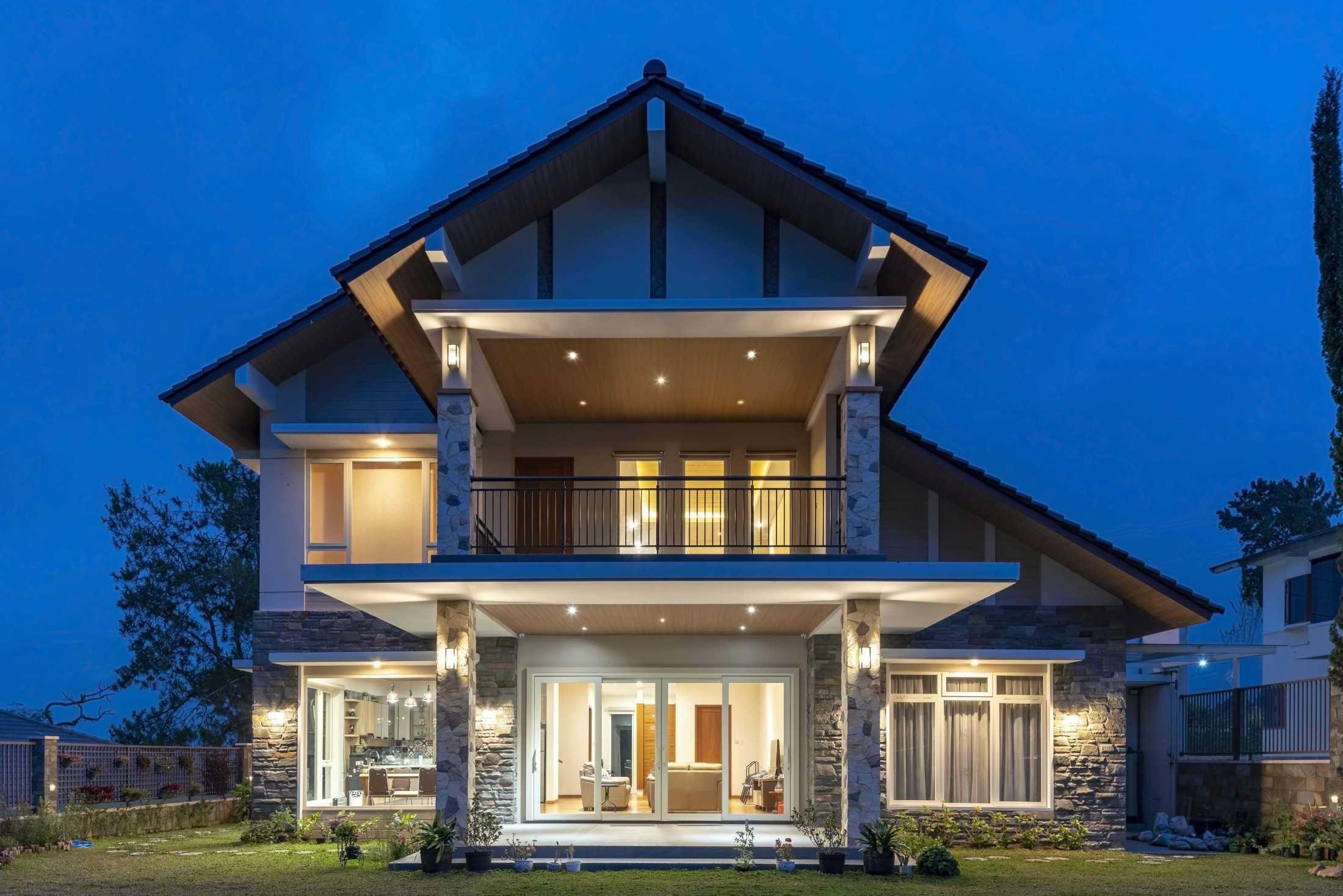 Conarch Studio Breezy Tropical Villa Kec. Tawangmangu, Kabupaten Karanganyar, Jawa Tengah, Indonesia Kec. Tawangmangu, Kabupaten Karanganyar, Jawa Tengah, Indonesia Facade  126661