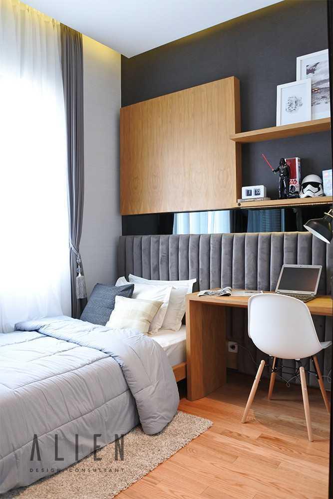 Foto inspirasi ide desain kamar tidur klasik Alien-design-consultant-jgc-shinano-cluster-show-unit oleh ALIEN Design Consultant di Arsitag