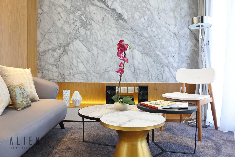Foto inspirasi ide desain ruang keluarga klasik Alien-design-consultant-jgc-shinano-cluster-show-unit oleh ALIEN Design Consultant di Arsitag